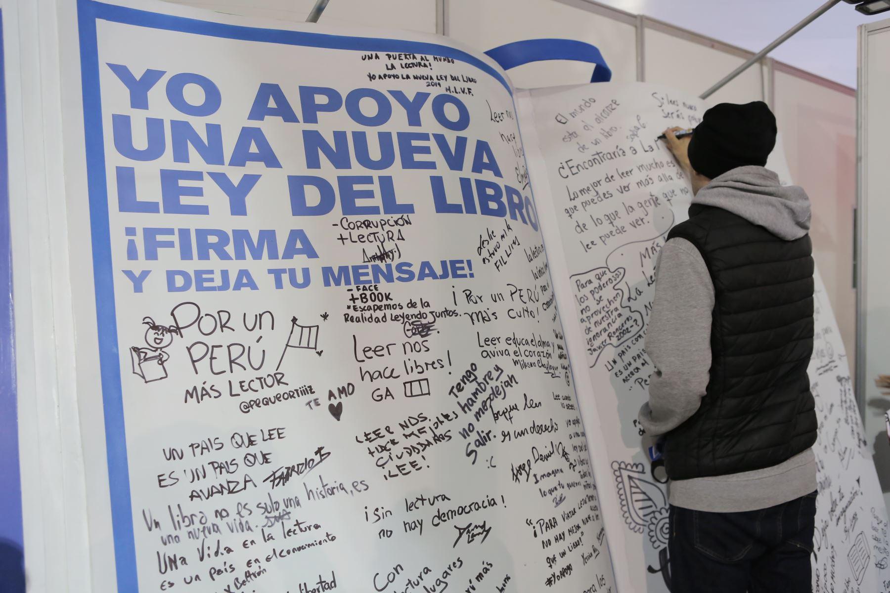 Recorrido por la Feria Internacional del Libro de Lima FIL 2019. Foto: ANDINA/David Huamaní