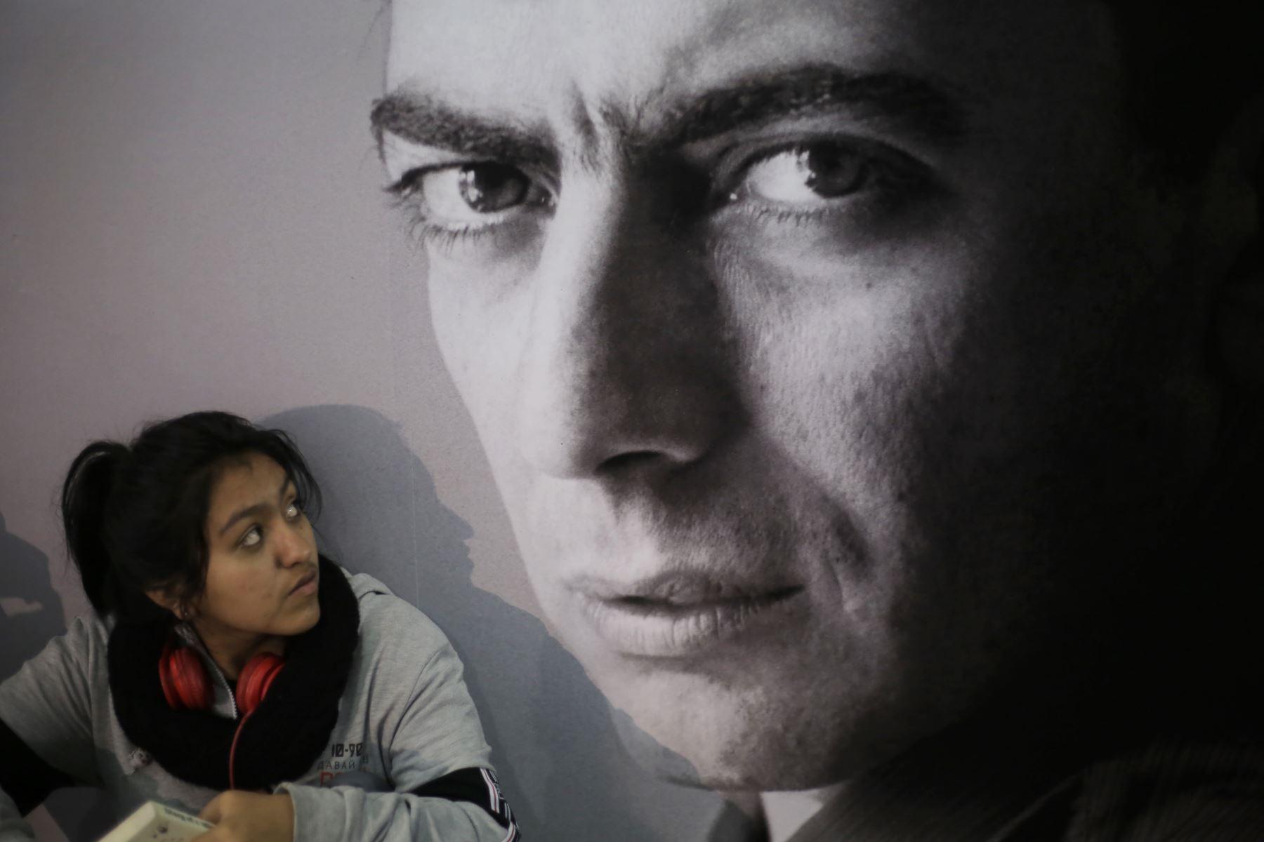 """Recorrido por la Feria Internacional del Libro de Lima FIL 2019. Stand """"El Universo de Vargas LLosa"""". Foto: ANDINA/David Huamaní"""