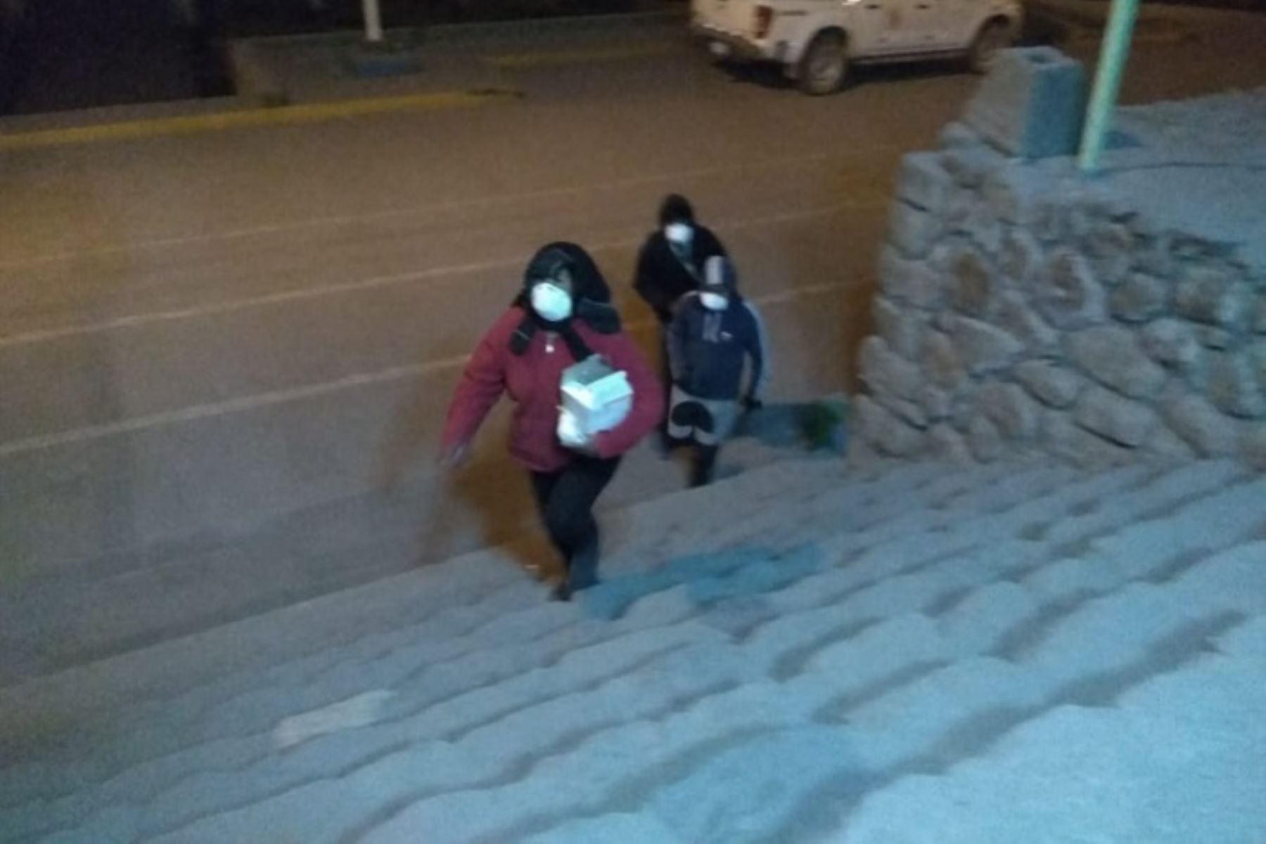 A 9,249 se elevó el número de personas afectadas en Moquegua, Arequipa y Tacna, por la dispersión de ceniza que expulsó el volcán Ubinas en la víspera, informó el Instituto Nacional de Defensa Civil (Indeci).ANDINA/Difusión