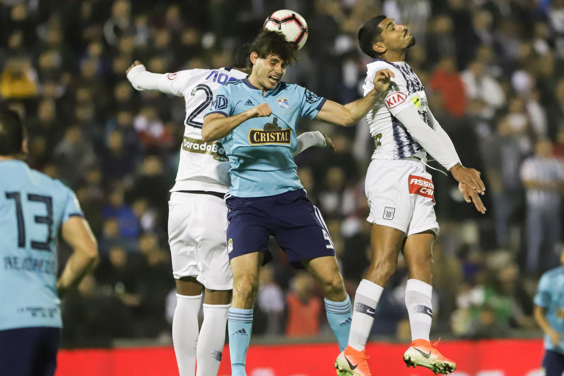 Alianza Lima y Sporting Cristal disputan, en el estadio Alejandro Villanueva, el partido más importante de la segunda jornada del torneo Clausura de la liga. Foto: ANDINA/Jorge Tello
