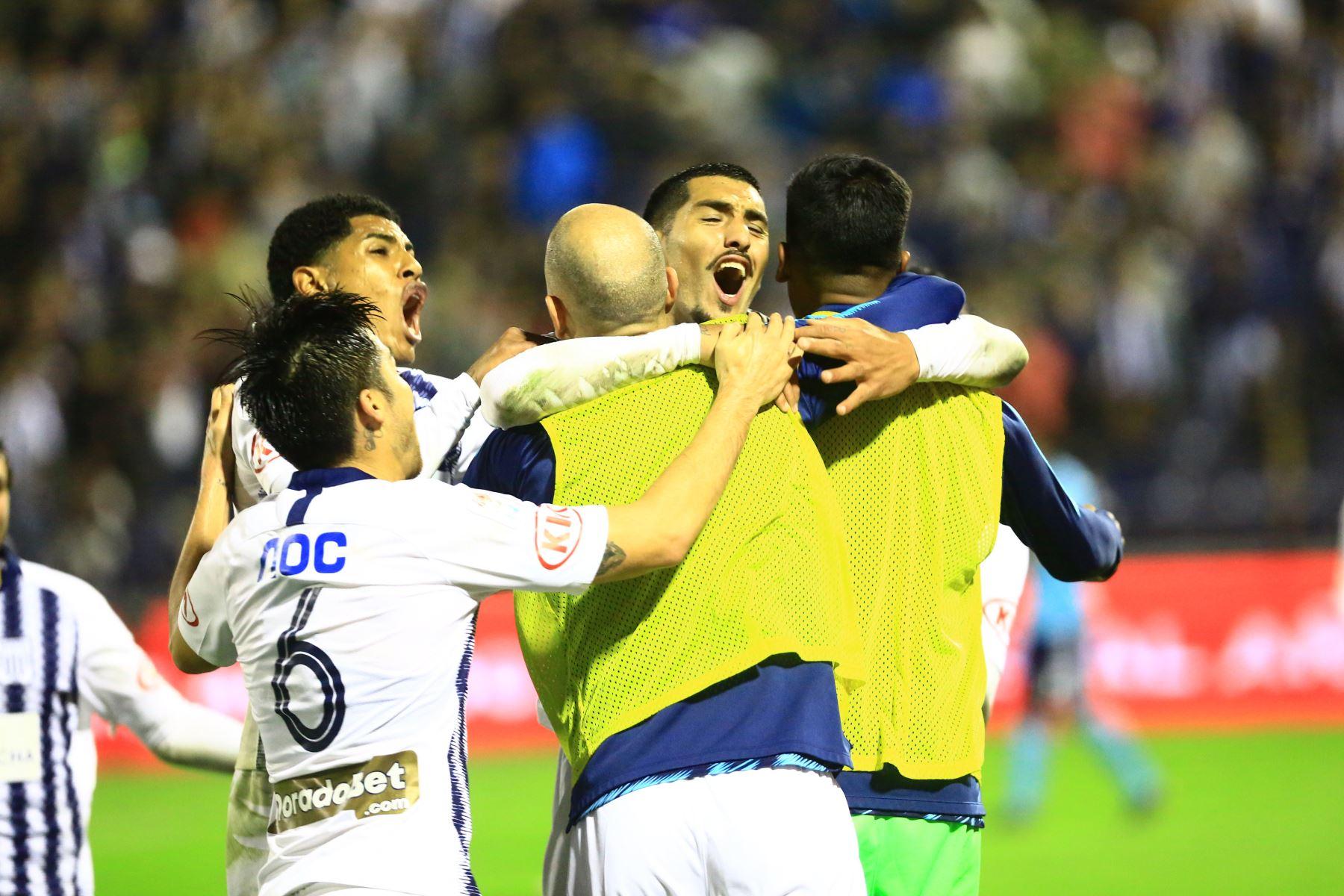 Alianza Lima y Sporting Cristal disputan, en el estadio Alejandro Villanueva, el partido más importante de la segunda jornada del torneo Clausura de la liga. Foto: ANDINA/Pedro Cardenas