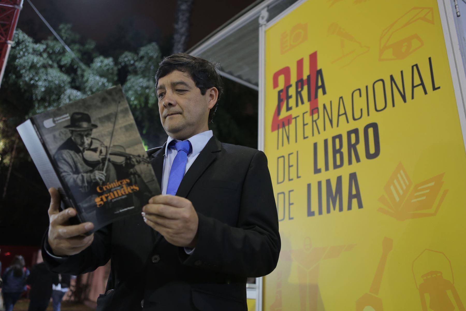 Recorrido por la Feria Internacional del Libro de Lima FIL 2019. Presentación del libro: Crónicas cortas sobre grandes personajes de Hugo Grández Moreno. Foto: ANDINA/David Huamaní