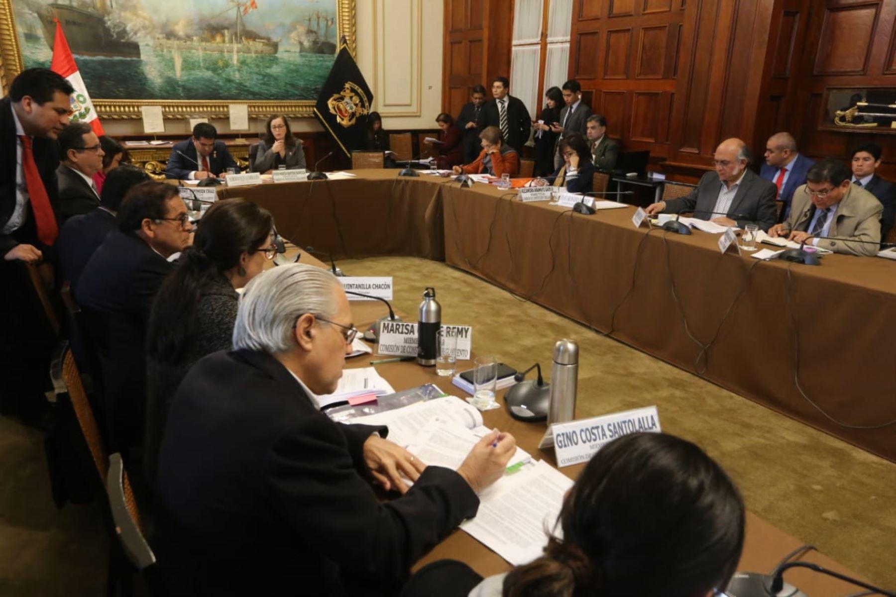 Comisión de Constitución aprueba proyectos de ley referidos a la reforma política.