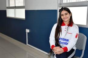 Estudiante peruana, Mónica Martínez, es reconocida como la mejor matemática de América
