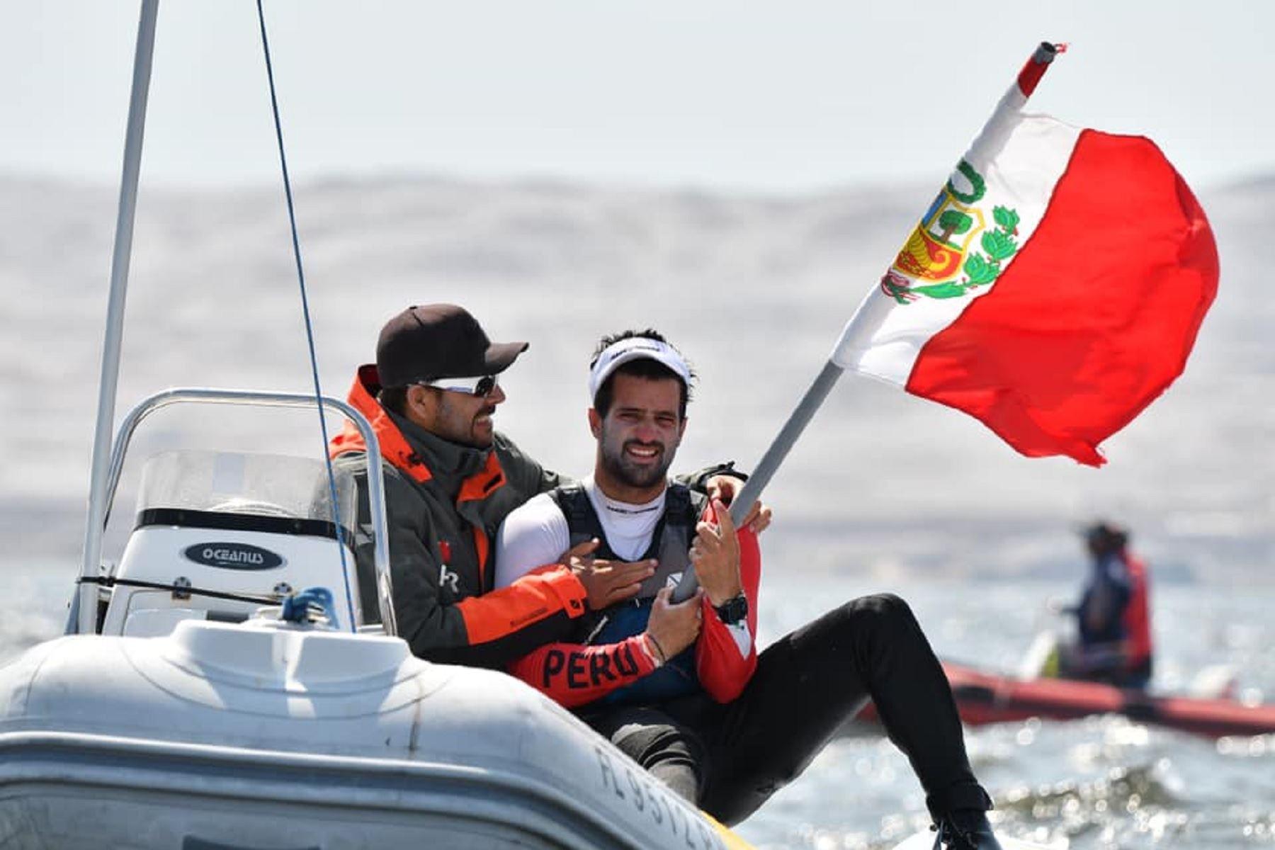 Velerista Stefano Peschiera fue el abanderado del Perú en Lima 2019. Foto: Facebook: Stefano Peschiera