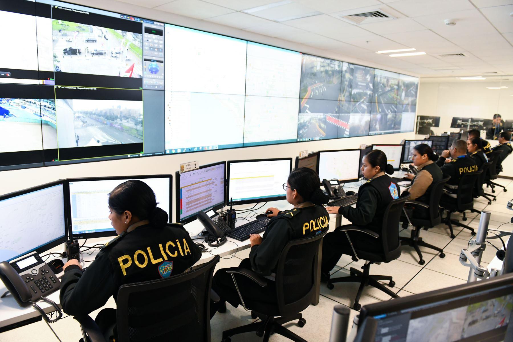 Ministro del Interior, Carlos Morán, supervisa el desarrollo del simulacro de los servicios que brindará la Policía en los diferentes puntos de la capital durante los XVIII Juegos Panamericanos Lima 2019. Foto: Mininter