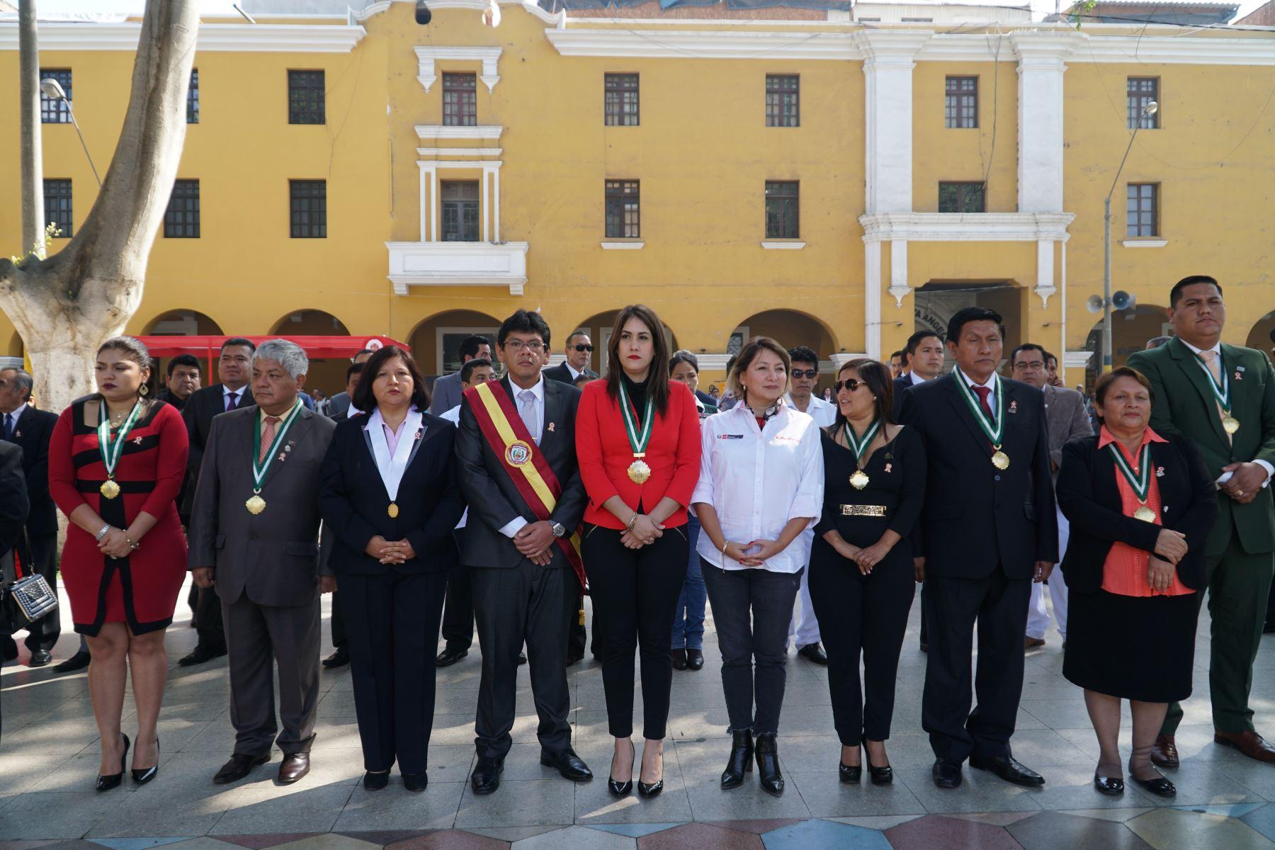 La ministra de la Producción, Rocío Barrios Alvarado, llegó a la ciudad de Ica y participó de la ceremonia cívica dominical..Foto: ANDINA/Cortesía Genry Bautista