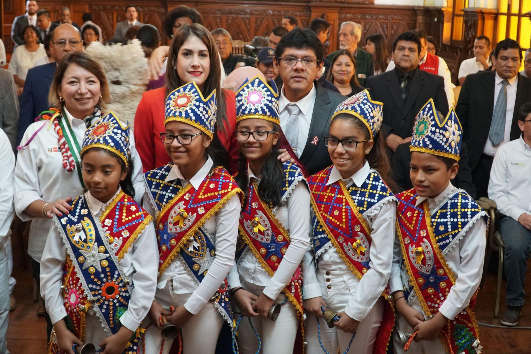 Un grupo de Baile de los negritos se hizo presente en la ceremonia del anunció de las actividades por el Día Nacional del Pisco. .Foto: ANDINA/Cortesía Genry Bautista