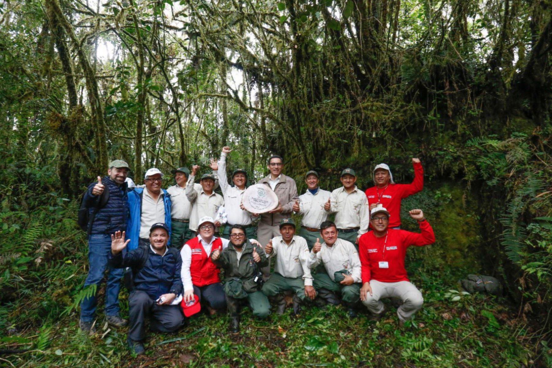 El presidente Martín Vizcarra y el ministro de Comercio Exterior Edgar Vásquez recorrieron El Gran Pajatén como parte de las acciones para ponerlo en valor y convertirlo en un nuevo atractivo turístico del Perú.Foto:ANDINA/MINCETUR