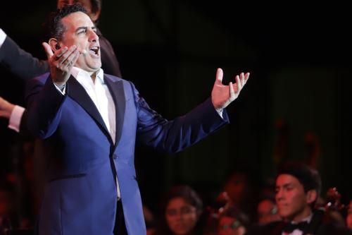 """""""Serenata por el Perú""""que el tenor peruano Juan Diego Florez brinda en la Plaza Mayor de Lima"""