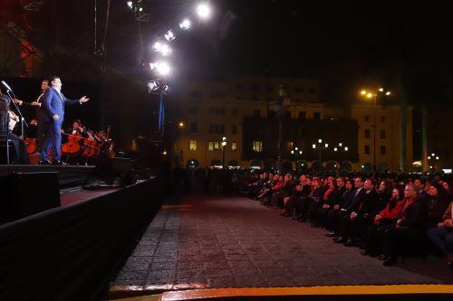 Presidente Vizcarra asiste a serenata de Juan Diego Flórez en Plaza Mayor
