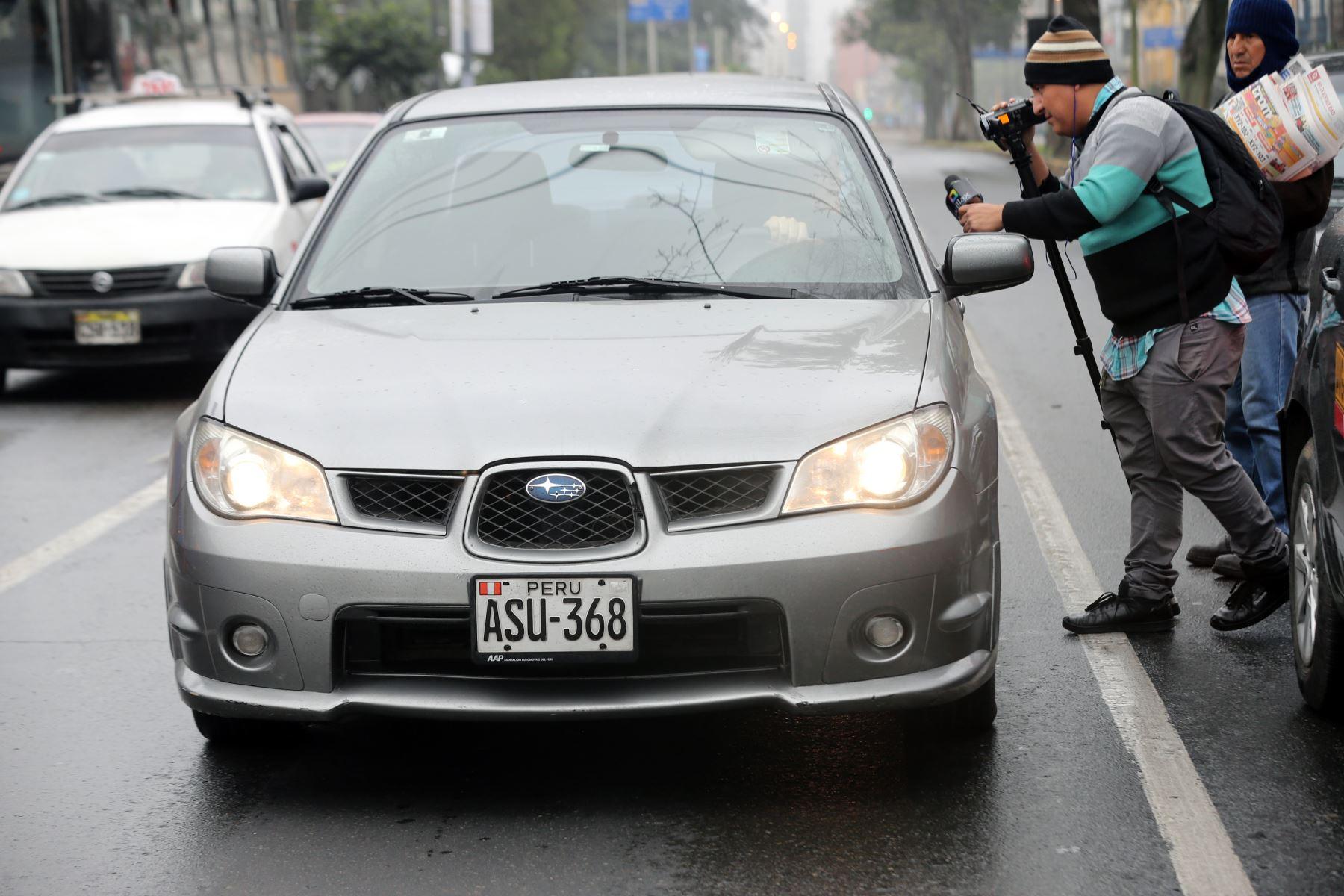 """La medida denominada """"Hora pico y placa"""" entró en vigencia hoy para reducir la congestión vehicular en Lima .Foto: ANDINA/Norman Córdova"""