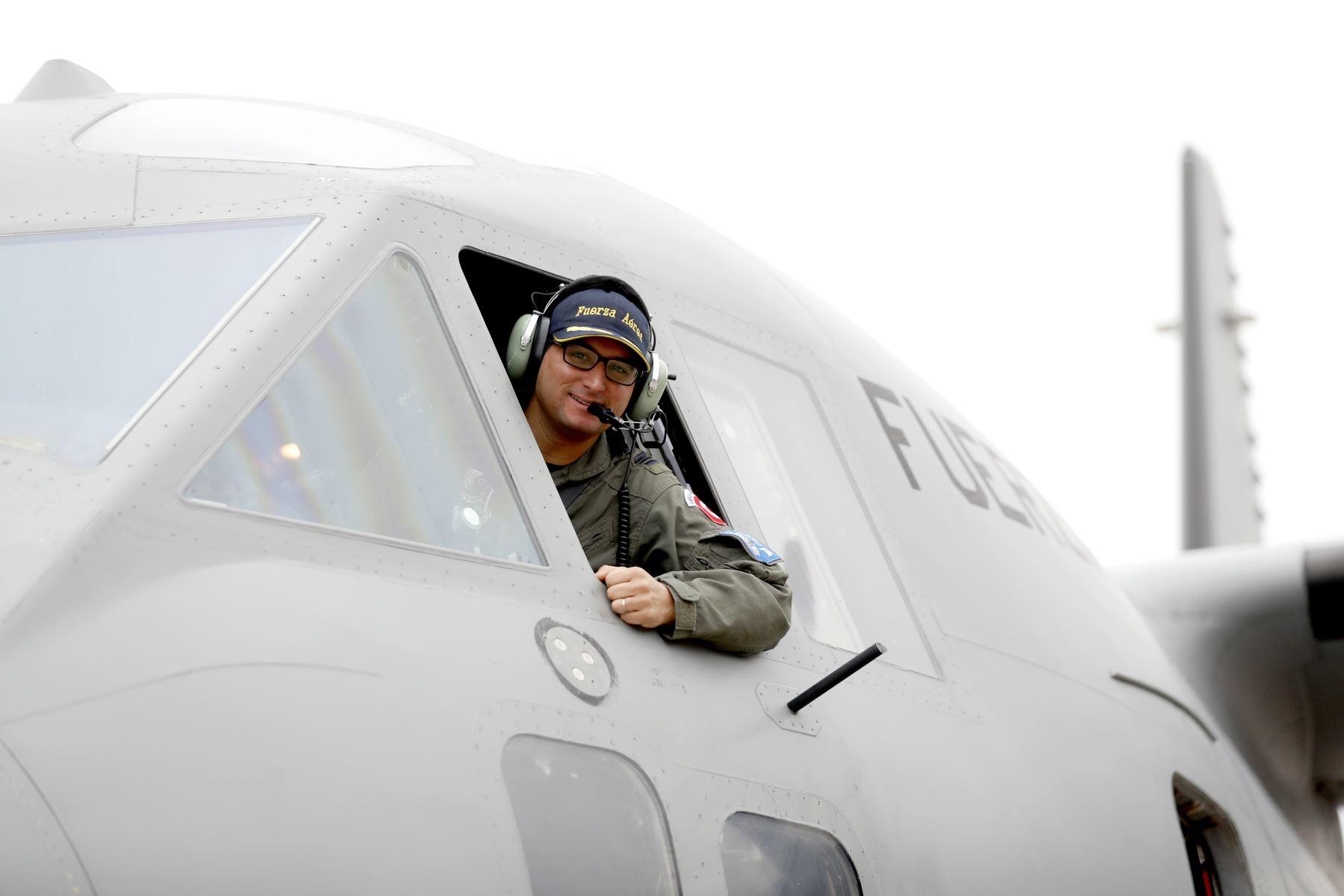 El Mayor, Alonso Ayllon piloto de la aereonave. Foto: ANDINA/Josue Ramos