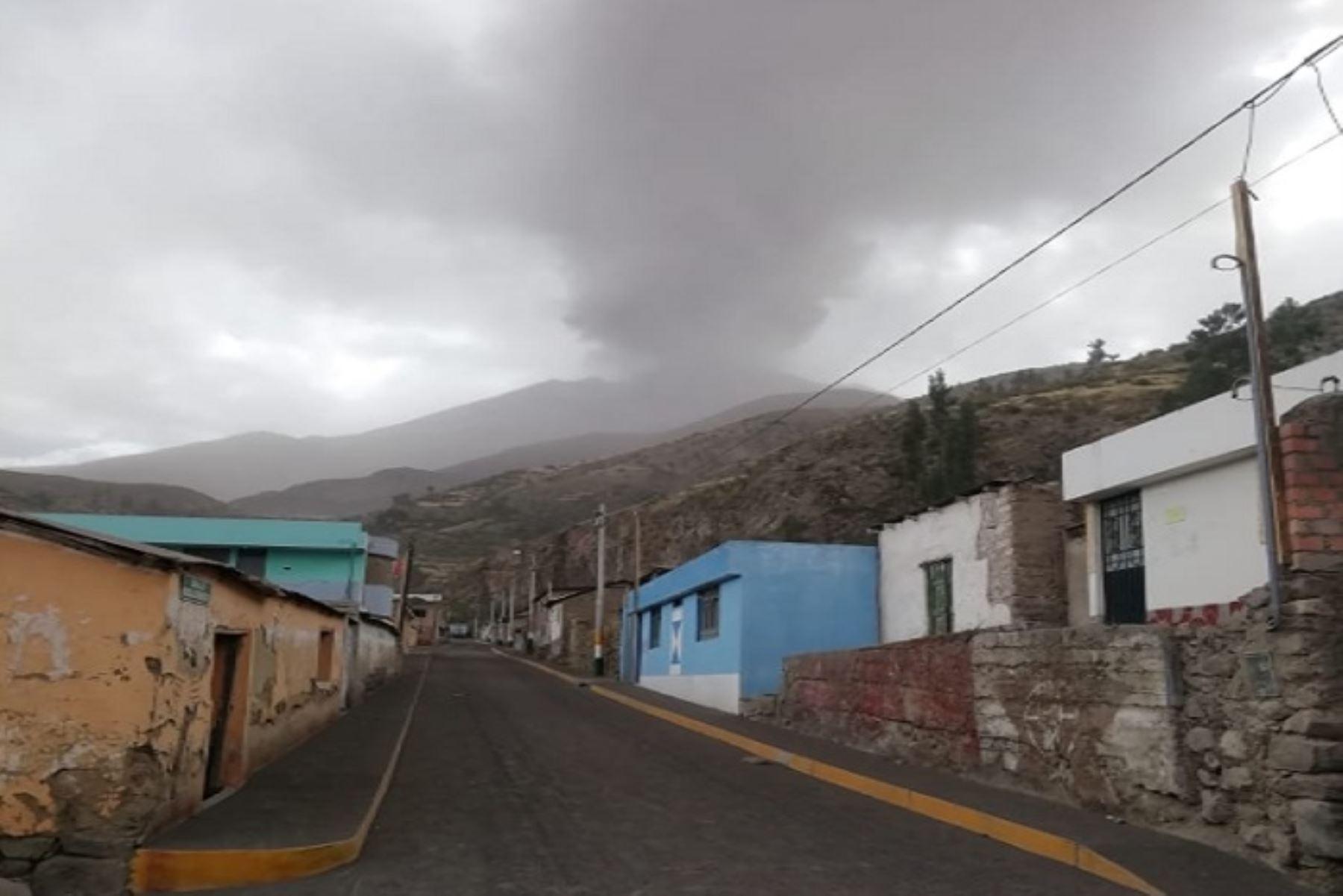 Un equipo de técnicos del Ministerio de Vivienda, Construcción y Saneamiento (MVCS) enviará viviendas de emergencia para salvaguardar la integridad de la población afectada por el proceso eruptivo del volcán Ubinas, ubicado en Moquegua.