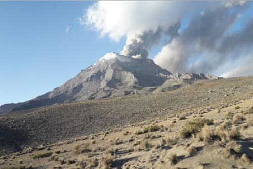 Volcán Ubinas pone en alerta Moquegua