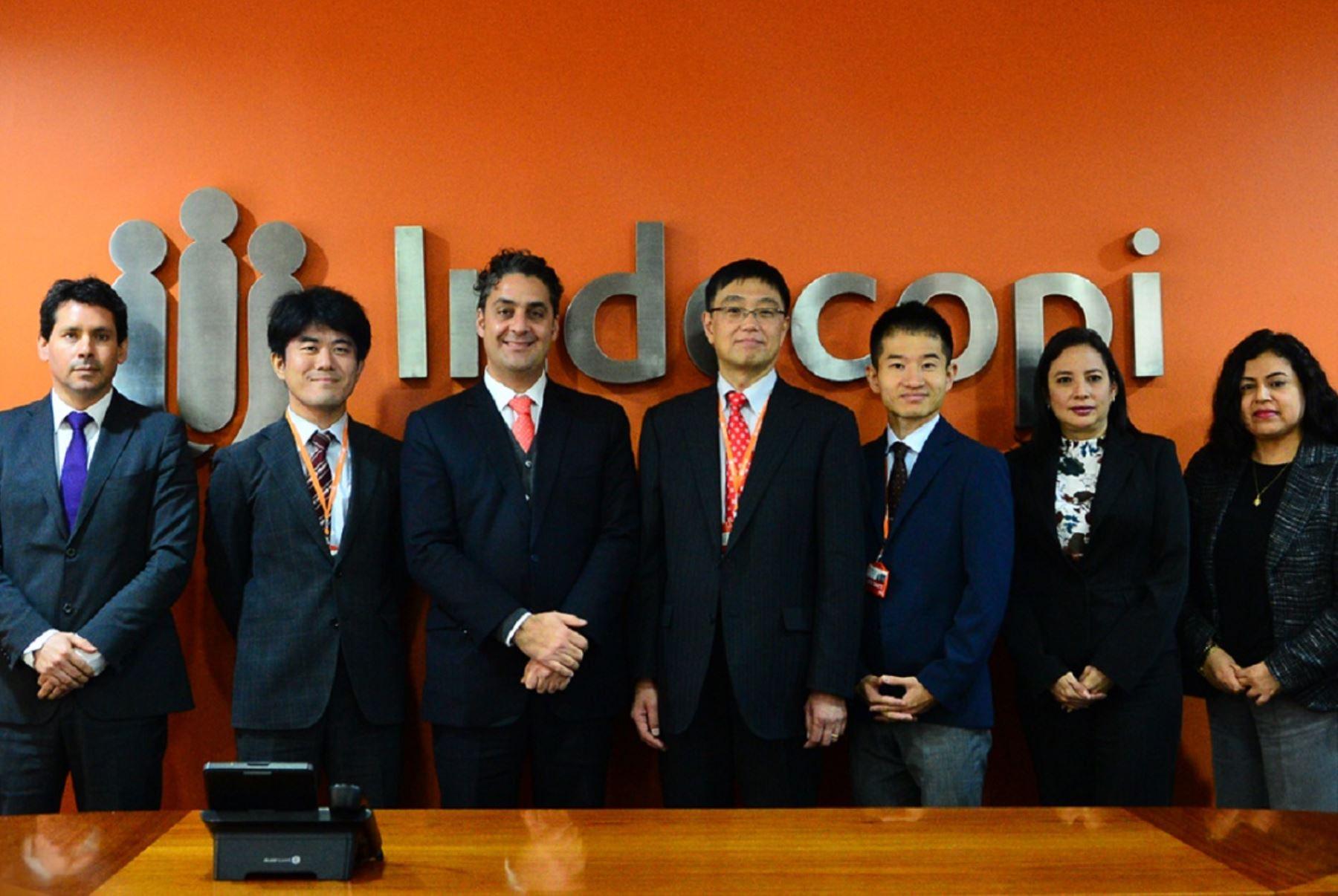Funcionarios de Indecopi y sus pares japoneses en reunión en Lima. Foto: Cortesía.