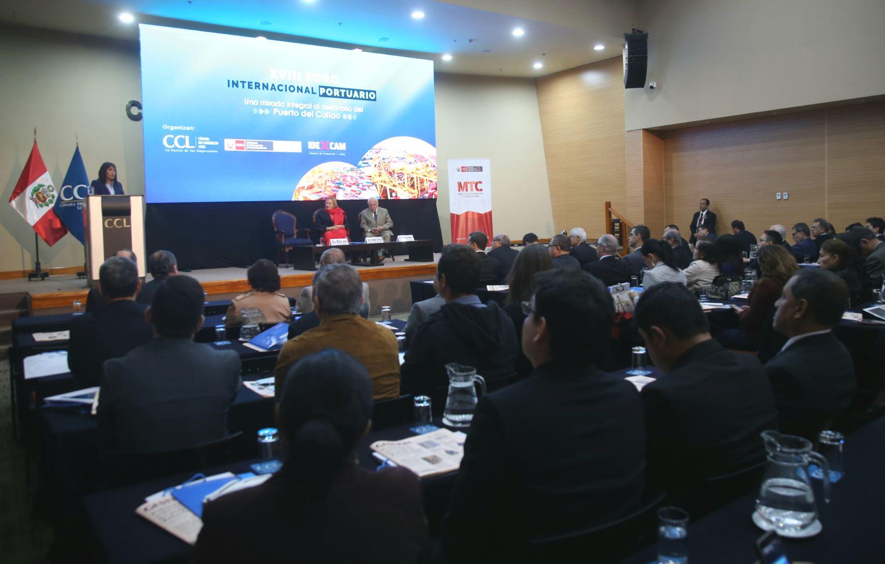 Ministra María Jara participó en el XVIII Foro Internacional Portuario en la Cámara de Comercio de Lima. Foto: MTC
