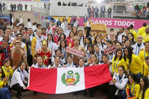 Emotiva bienvenida oficial a la delegación peruana en la Villa Panamericana