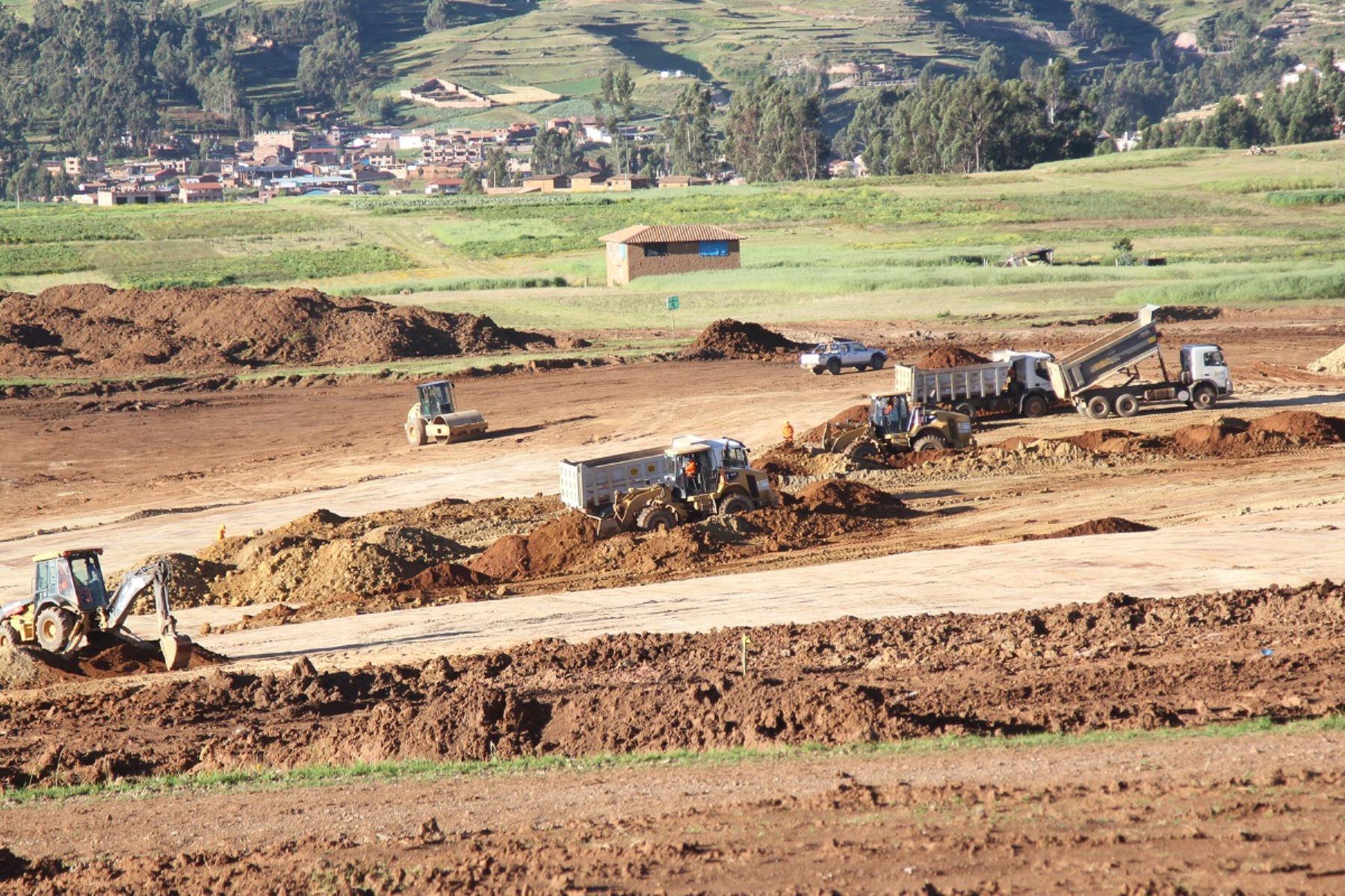 Movimiento de tierras para construir el aeropuerto internacional de Chinchero en Cusco. Foto: Cortesía.