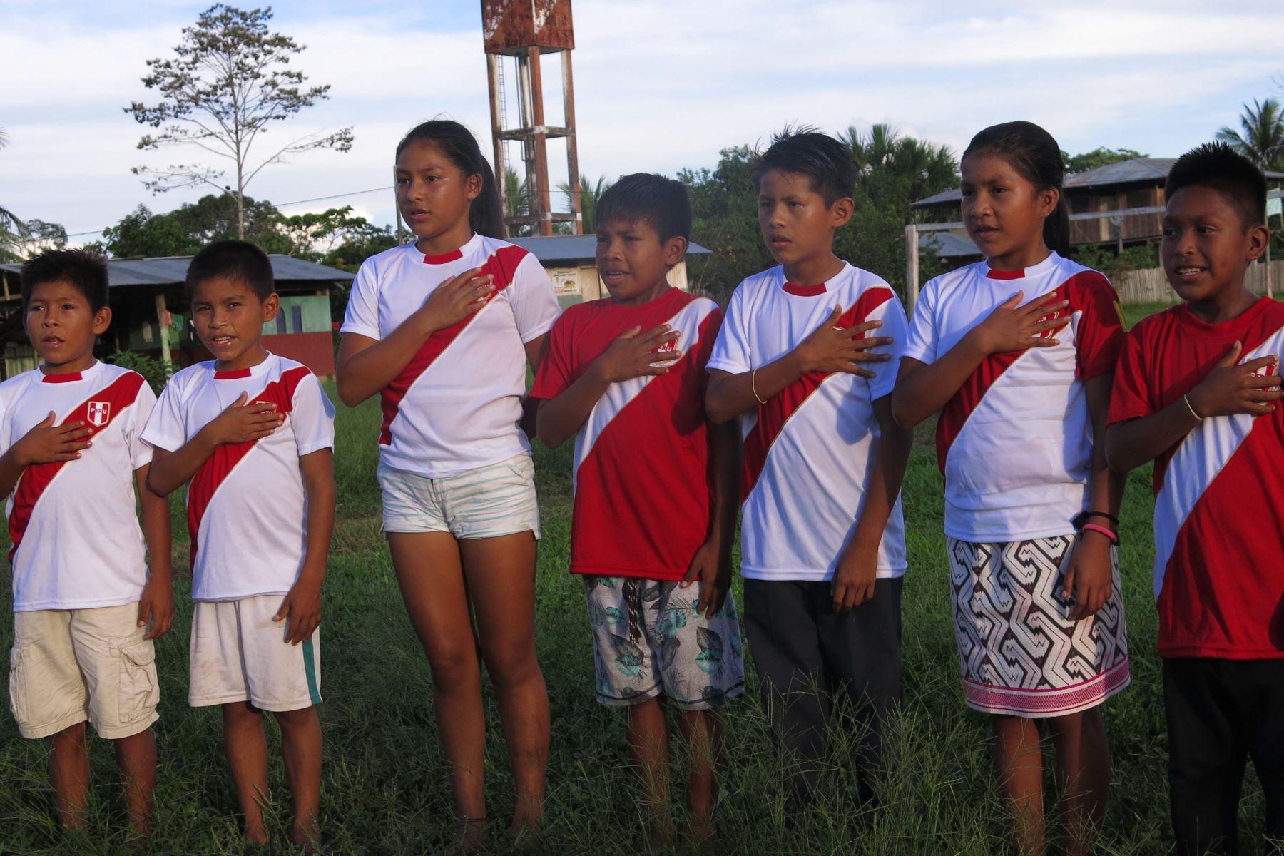 Niños yines apoyan a deportistas peruanos que compiten en los Juegos Panamericanos Lima 2019 cantando el himno nacional en su lengua nativa. ANDINA/Difusión