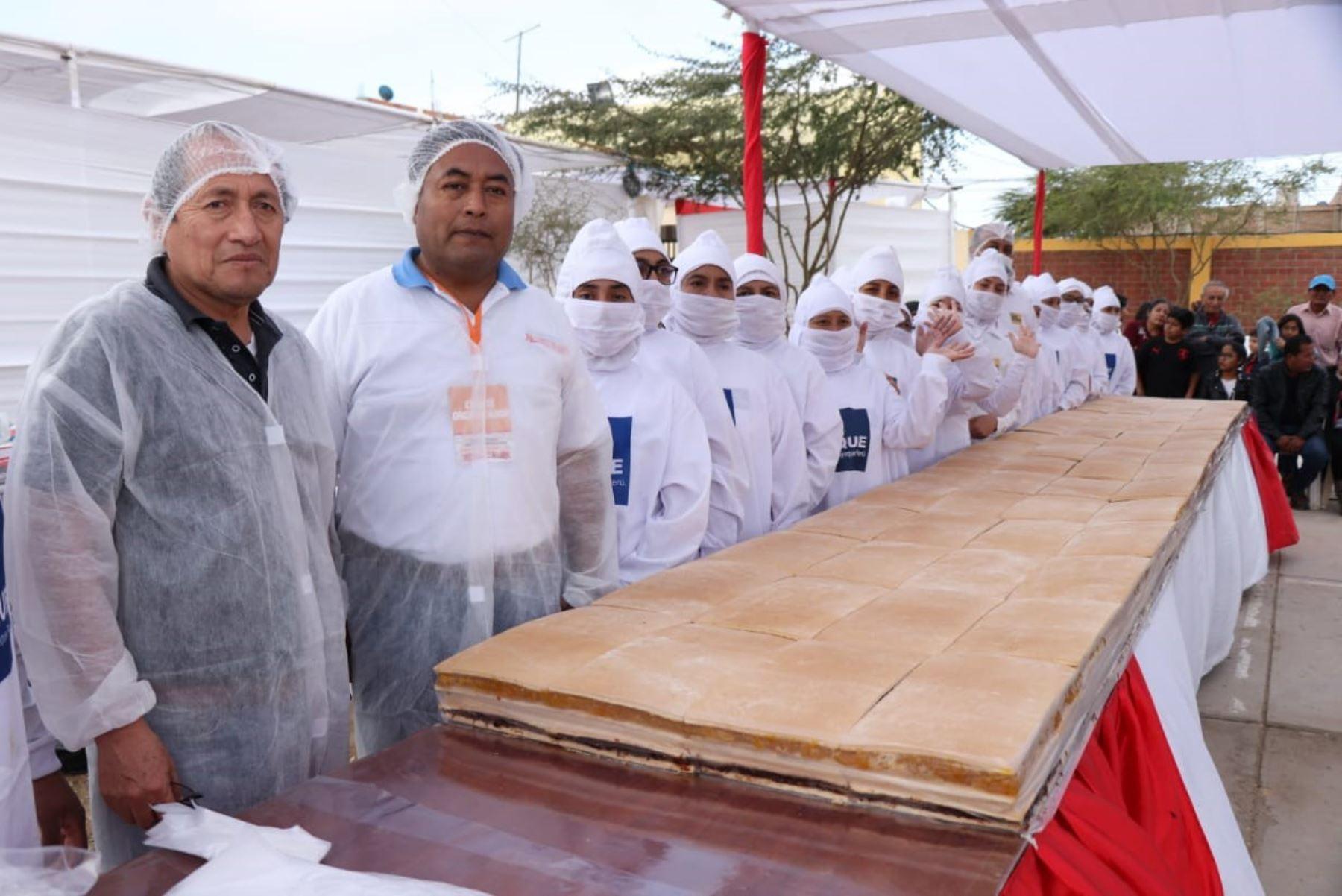Para preparar king kong gigante en Lambayeque se utilizaron 90 kilos de dulce maní, 90 kilos de dulce de piña y 90 kilos de manjar blanco, además de 70 kilos de galleta.