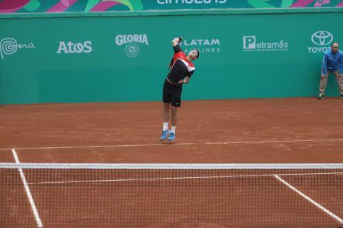 Nicolás Álvarez jugó el primer partido del día en la Copa Davis. Foto: ANDINA/Difusión