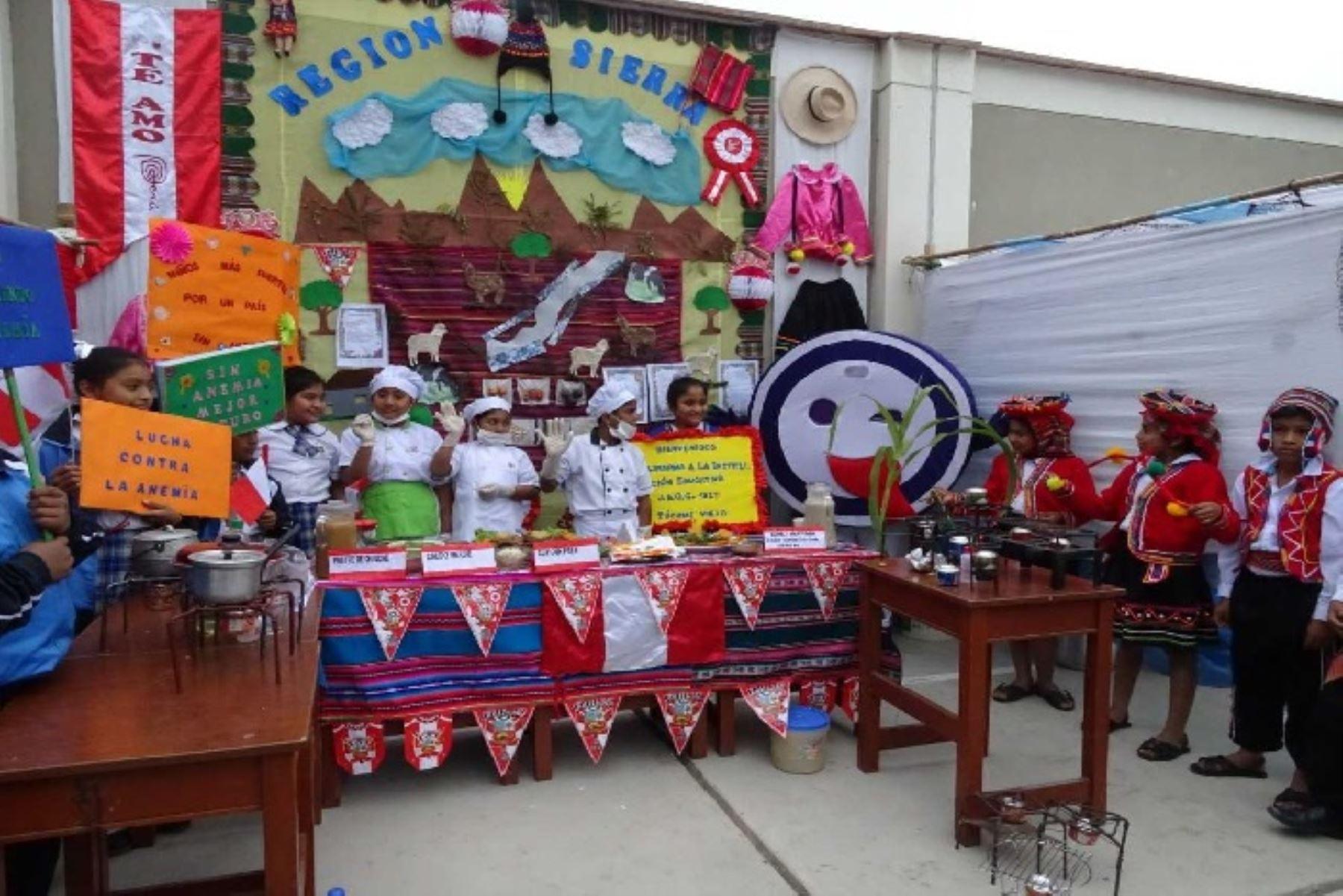 Escolares del centro poblado Túcume Viejo, en la región Lambayeque, expusieron en una feria gastronómica por el aniversario patrio, platos nutritivos que brinda el Ministerio de Desarrollo e Inclusión Social (Midis), a través del Programa Nacional de Alimentación Escolar Qali Warma.