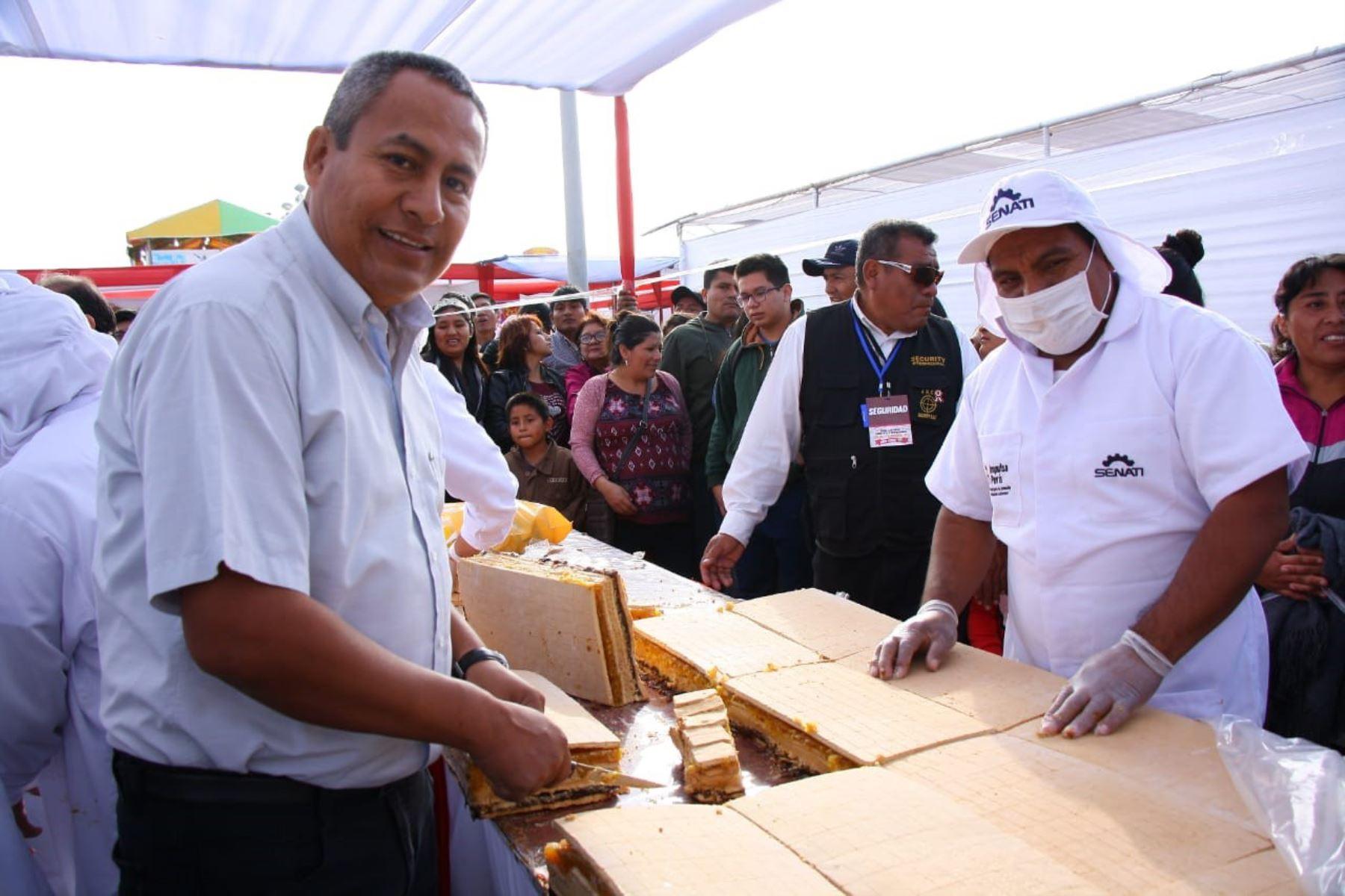 Miles de asistentes a la Feria Cultural, Turística y Empresarial de Lambayeque degustaron tradicional king kong.