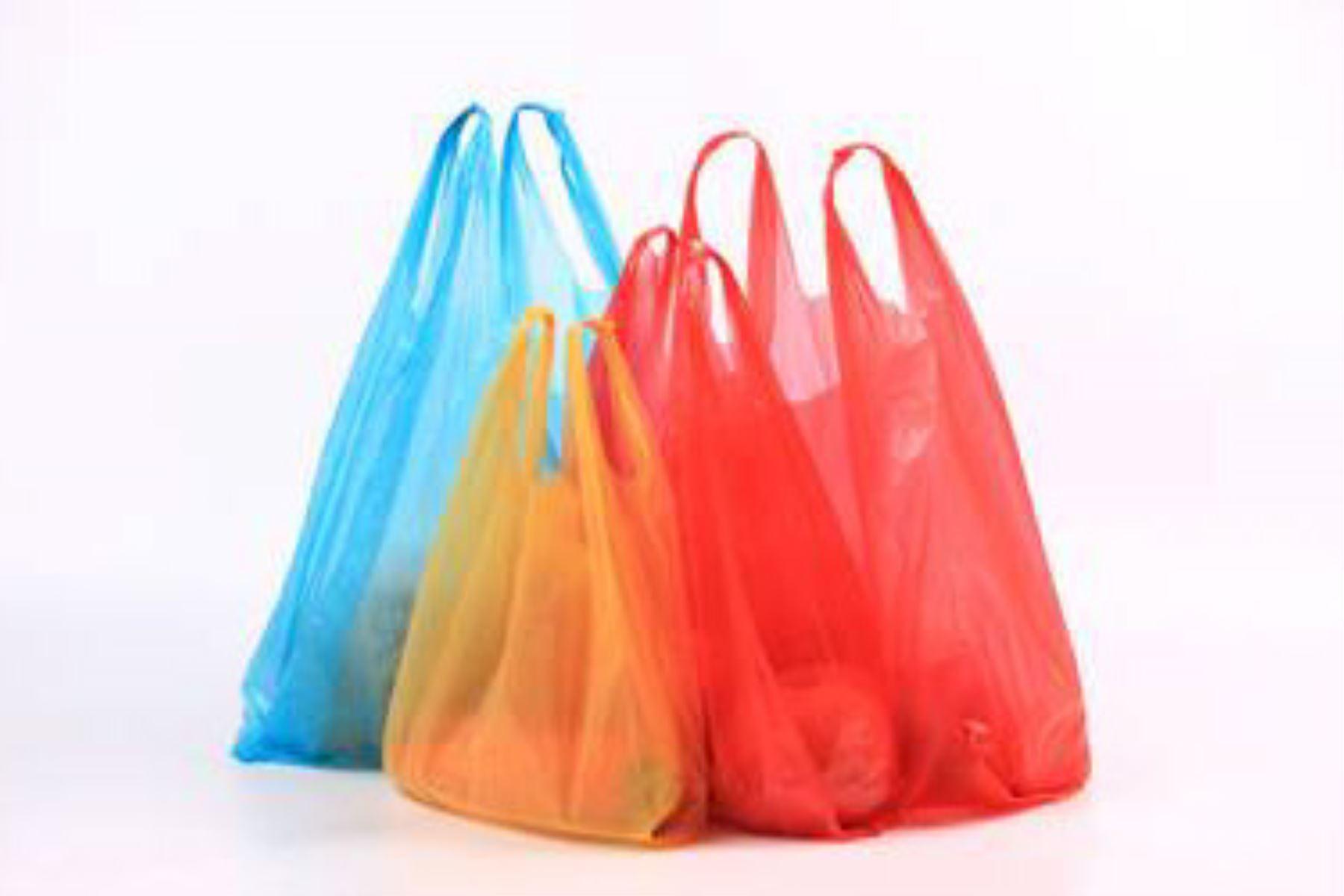 Mercados y bodegas pequeñas no deben cobrar impuesto — Bolsas de plástico