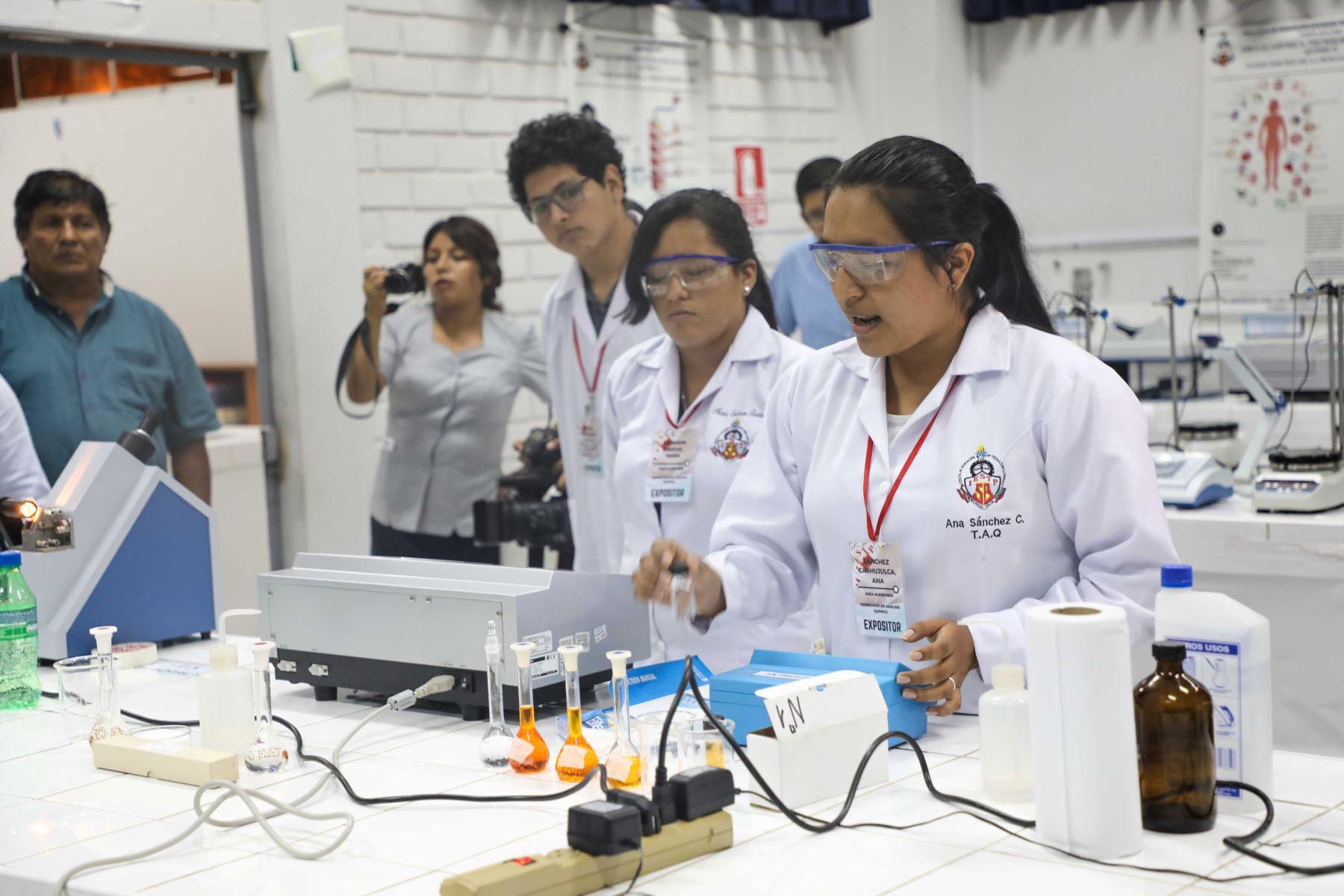 Laboratorio clínico. Foto: Minedu