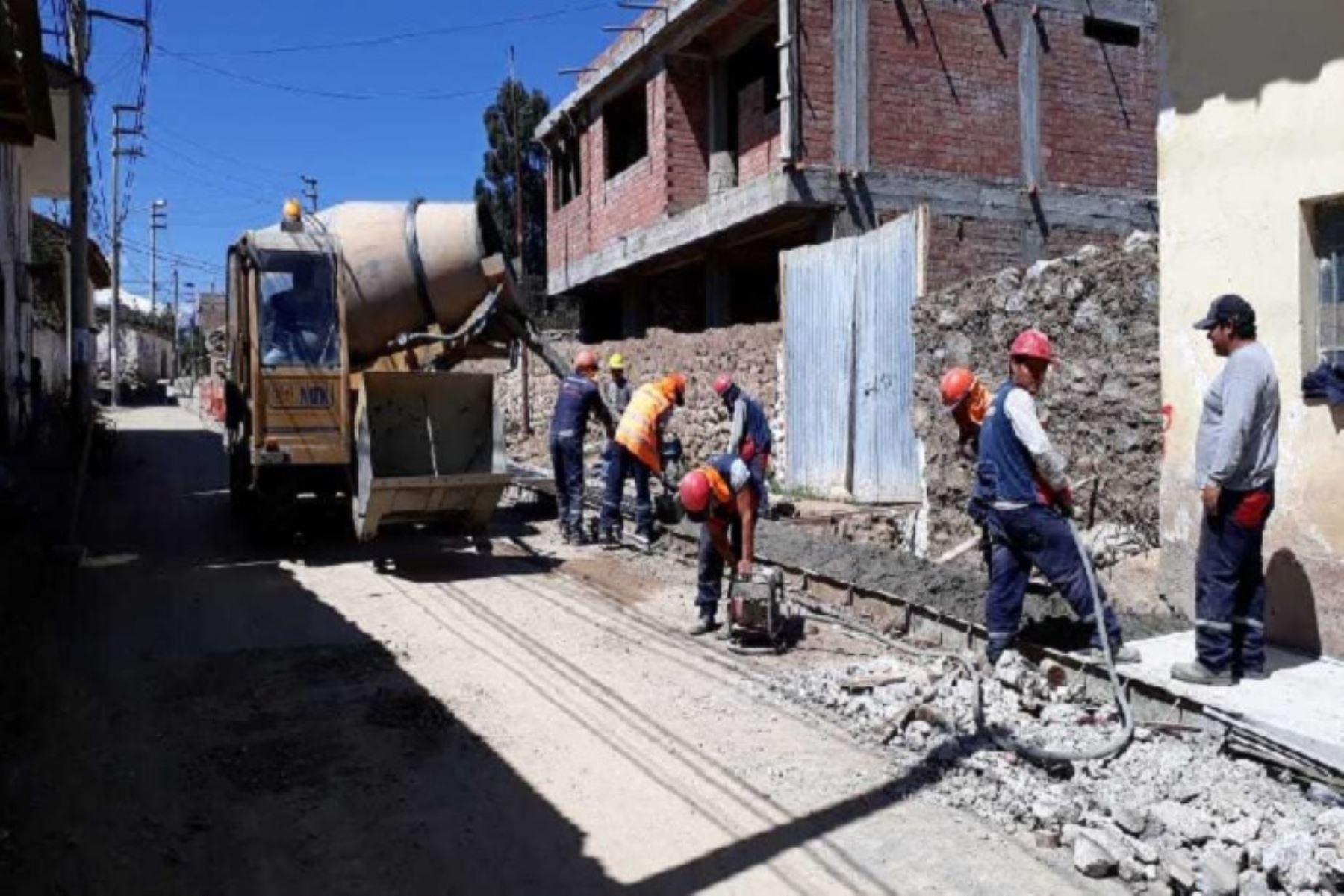 Municipios lideran ejecución de obras de reconstrucción en 13 regiones
