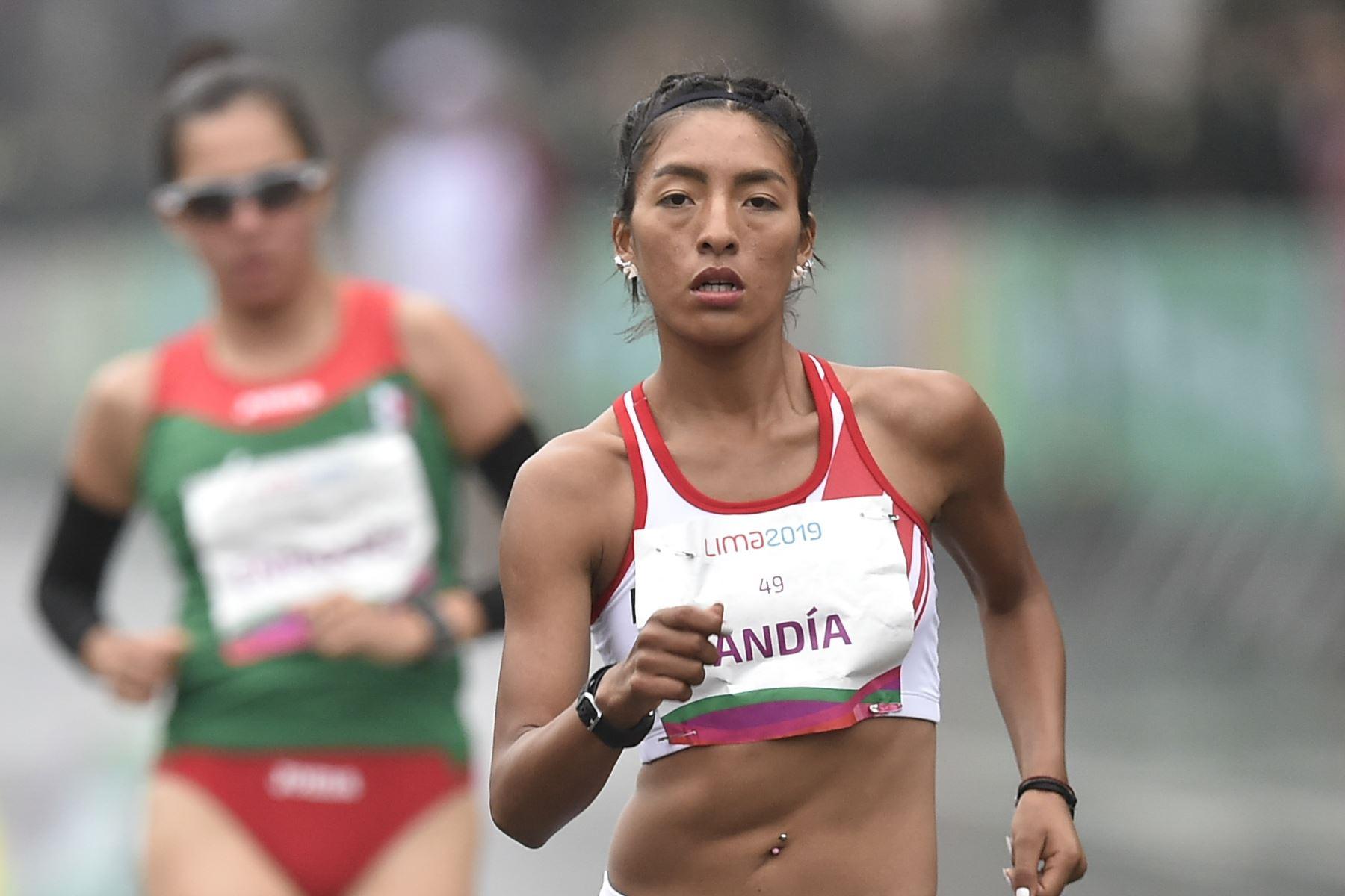 La peruana Mary Luz Andia compite en la carrera final femenina de 20 km a pie durante los Juegos Panamericanos de Lima 2019. Foto:AFP