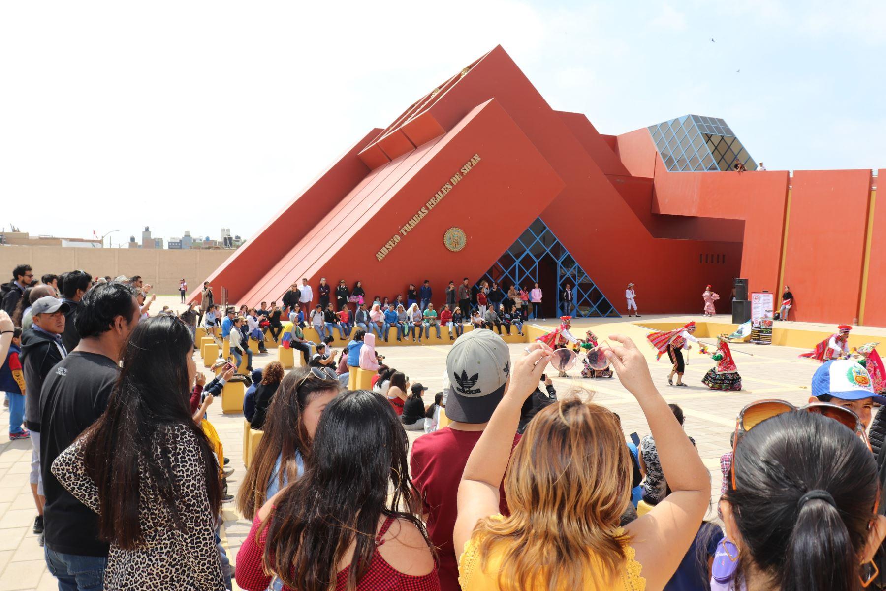 El Museo Tumbas Reales de Sipán, ubicado en la región Lambayeque, recibió más de 4,300 visitantes el domingo último. Foto: ANDINA/Silvia Depaz