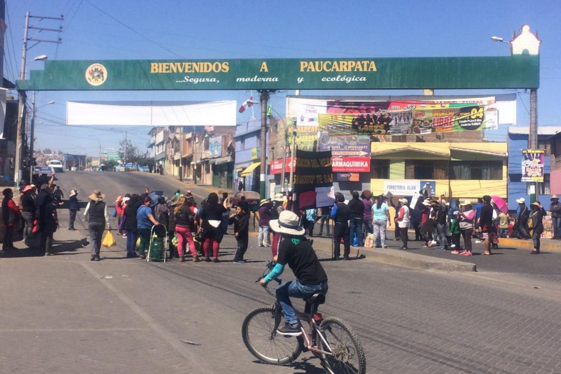Varios tramos de la carretera Panamericana Sur, en Arequipa, fueron bloqueados por manifestantes que apoyan el paro contra el proyecto minero Tía María.