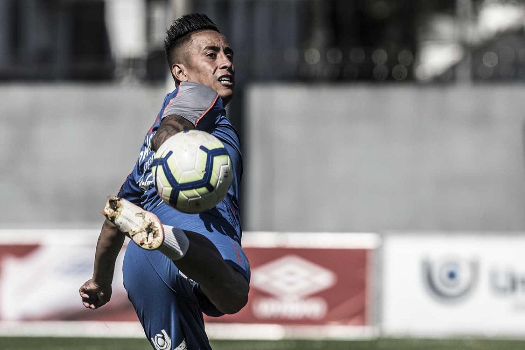 El volante peruano jugó en Rusia, donde fue parte del club Krasnodar. Twitter Santos FC