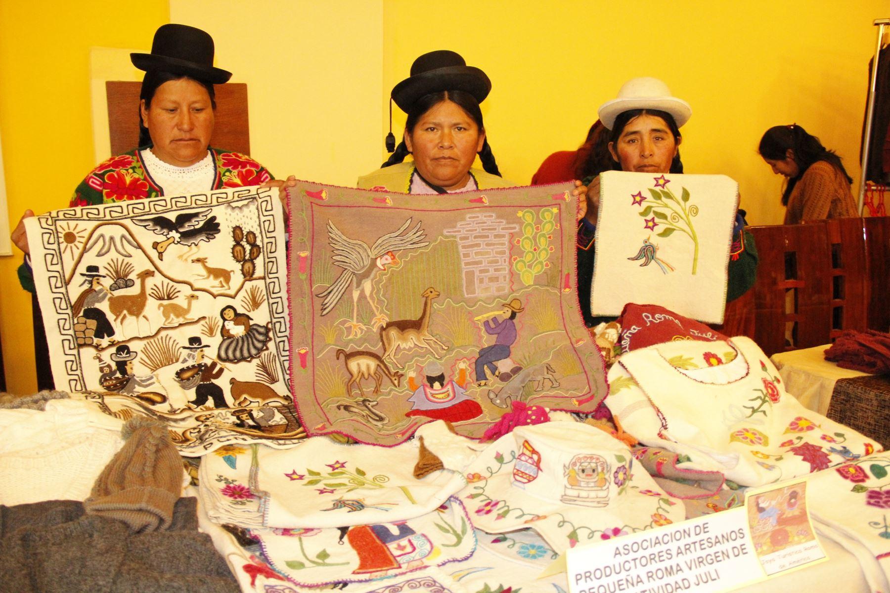 Indecopi entrega marcas colectivas a artesanos y productores agroindustriales de Puno. ANDINA