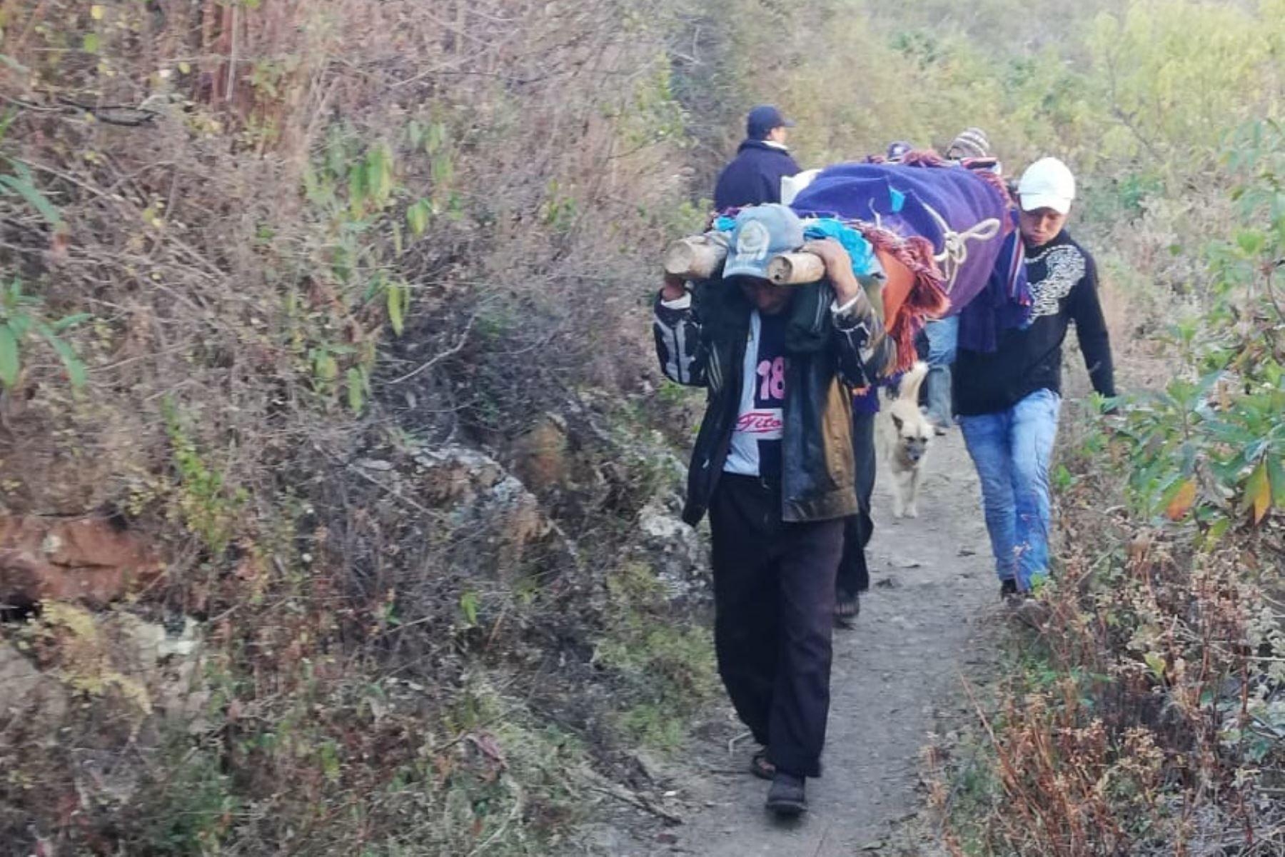 Médicos de EsSalud viajan más de 30 horas para salvar vida de paciente en la sierra de La Libertad.