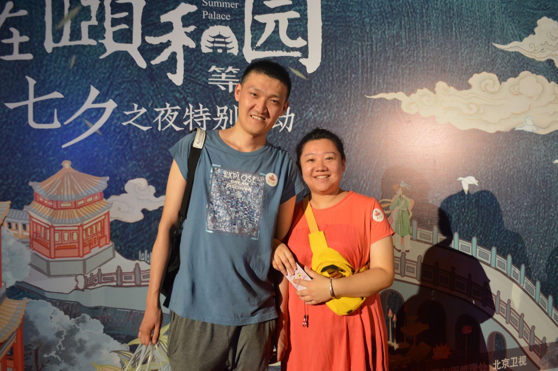 Pareja celebra en Beijing el festival Qixi, conocido como el San Valentín de China. Foto: ANDINA / Víctor Véliz.