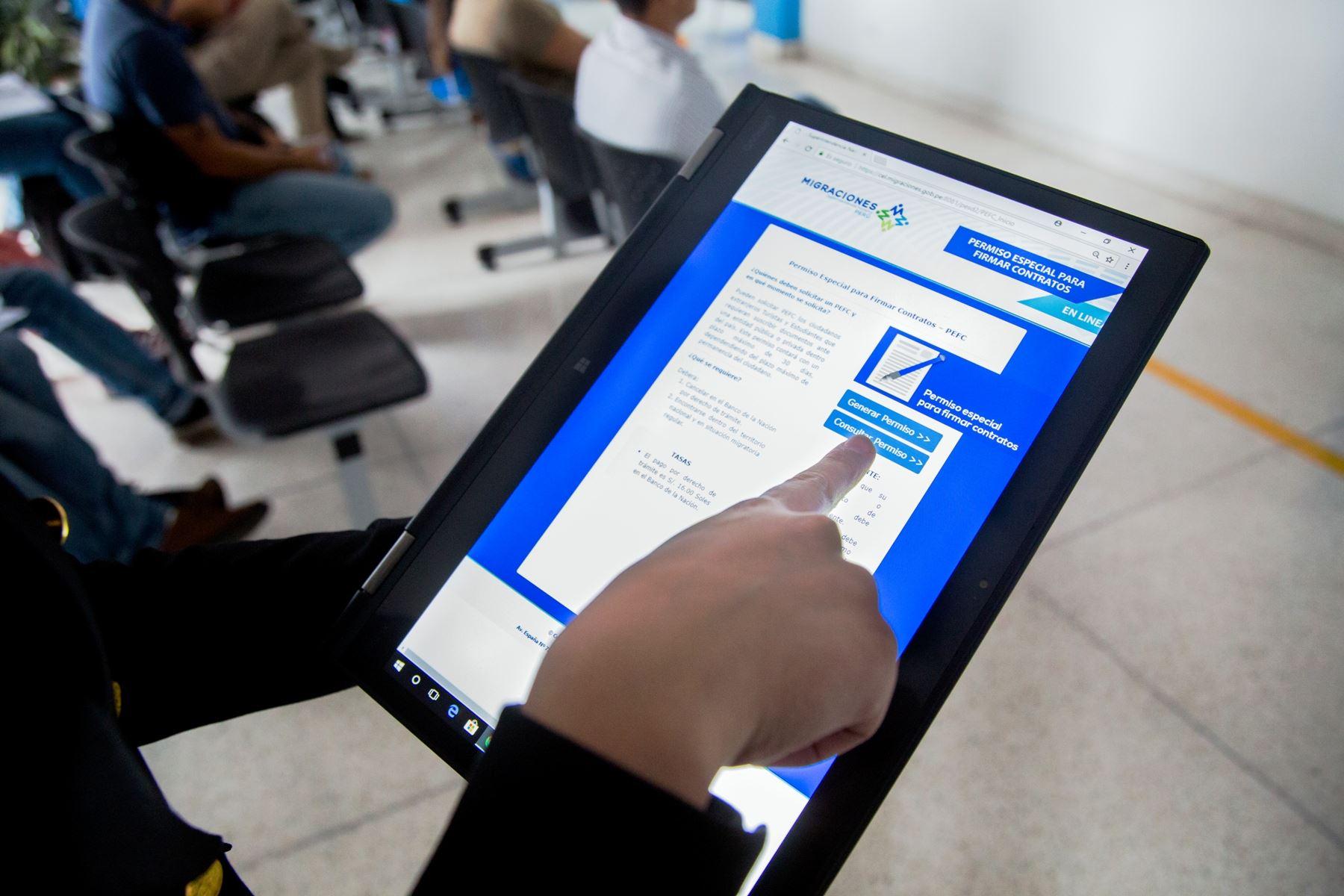 Extranjeros ya pueden actualizar su información en portal de Migraciones. Foto: ANDINA/Difusión.
