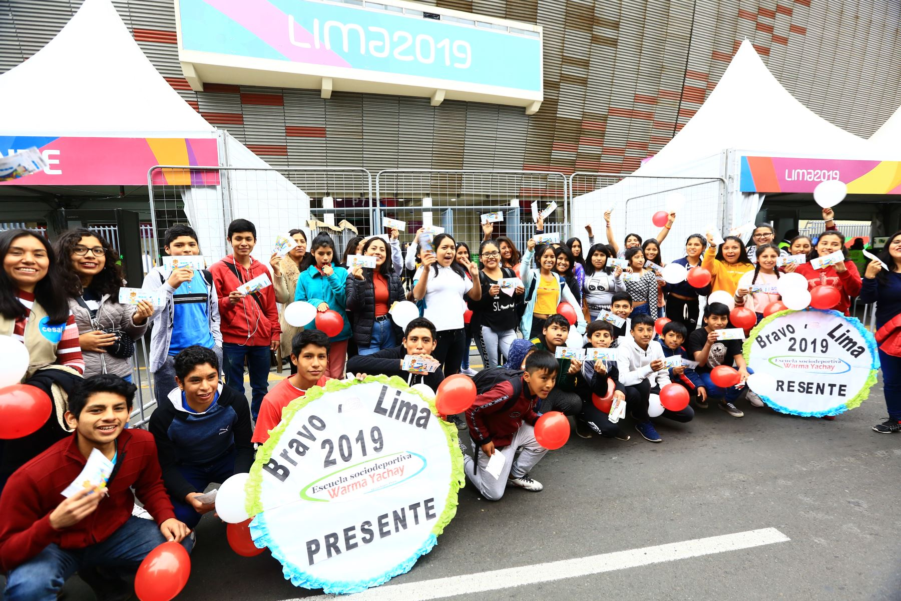 Niños de Huachipa asisten a la Clausura de los Juegos Panamericanos gracias a las entradas Solidarias de Lima 2019