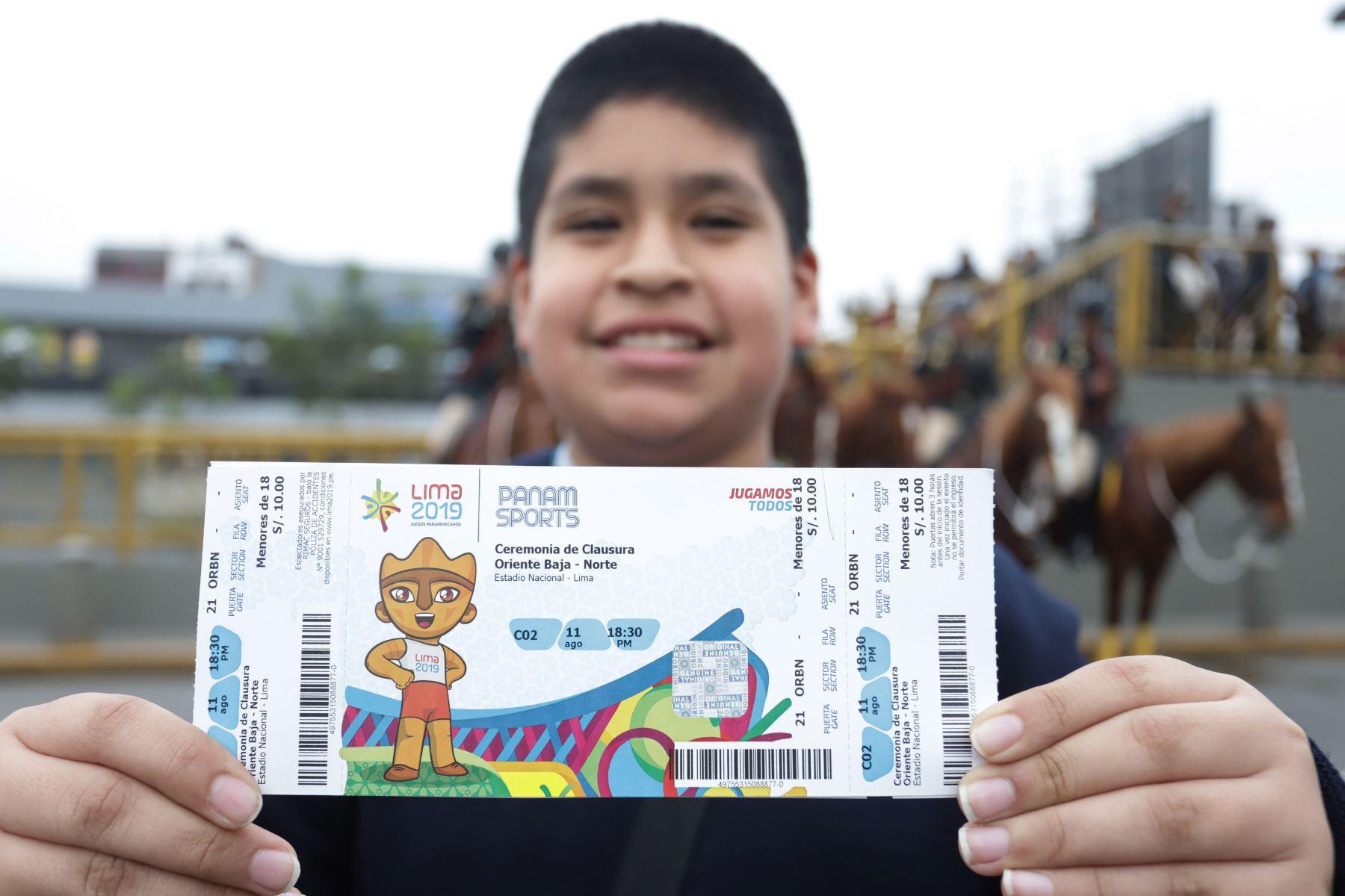 Aficionados llegan al estadio Nacional para la clausura de los Juegos Panamericanos Lima 2019. Foto: ANDINA/Jorge Tello