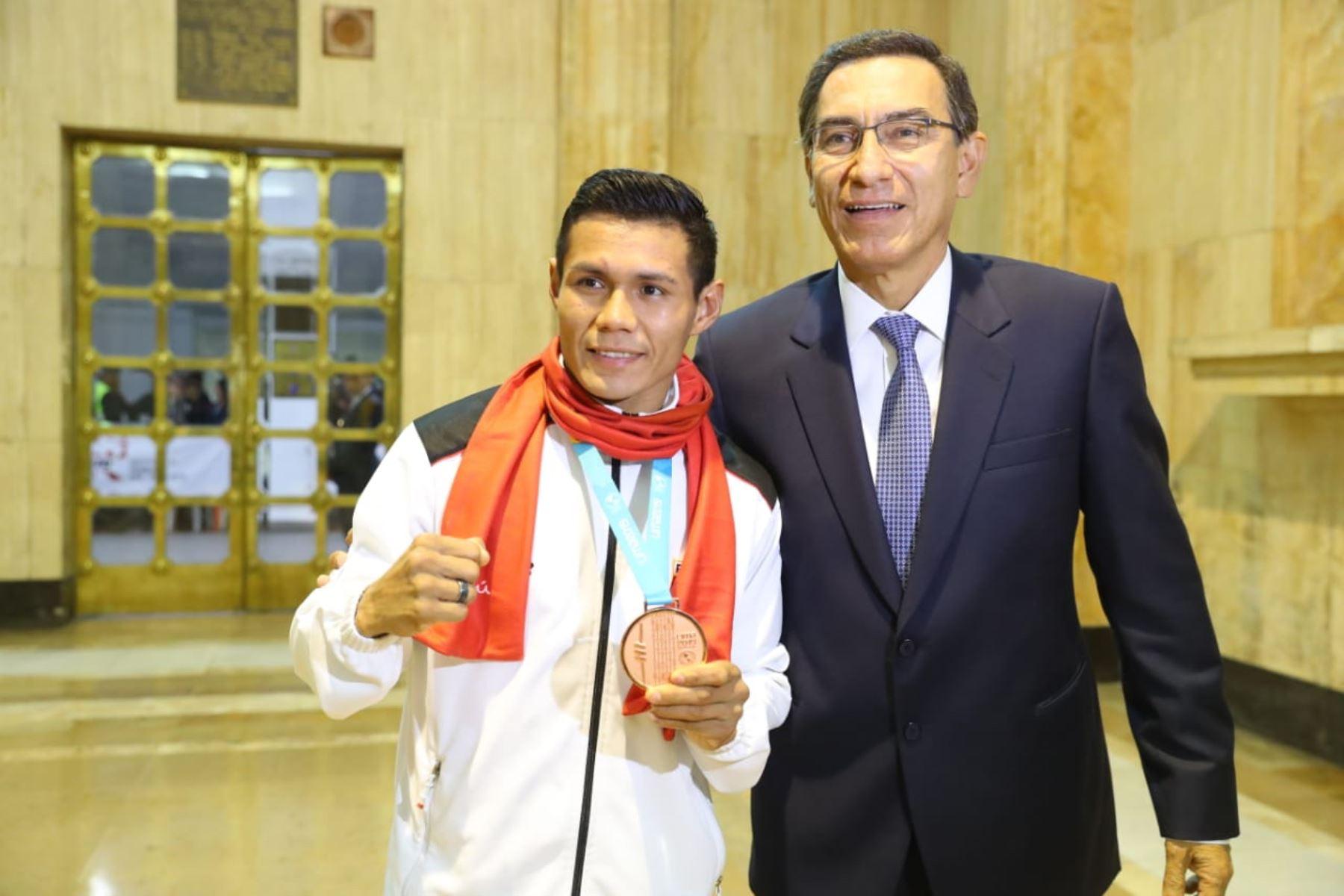 Jefe de Estado,Martín Vizcarra, junto a los deportistas peruanos que obtuvieron medallas en los Juegos Panamericanos Lima 2019.Foto: ANDINA/Prensa Presidencia
