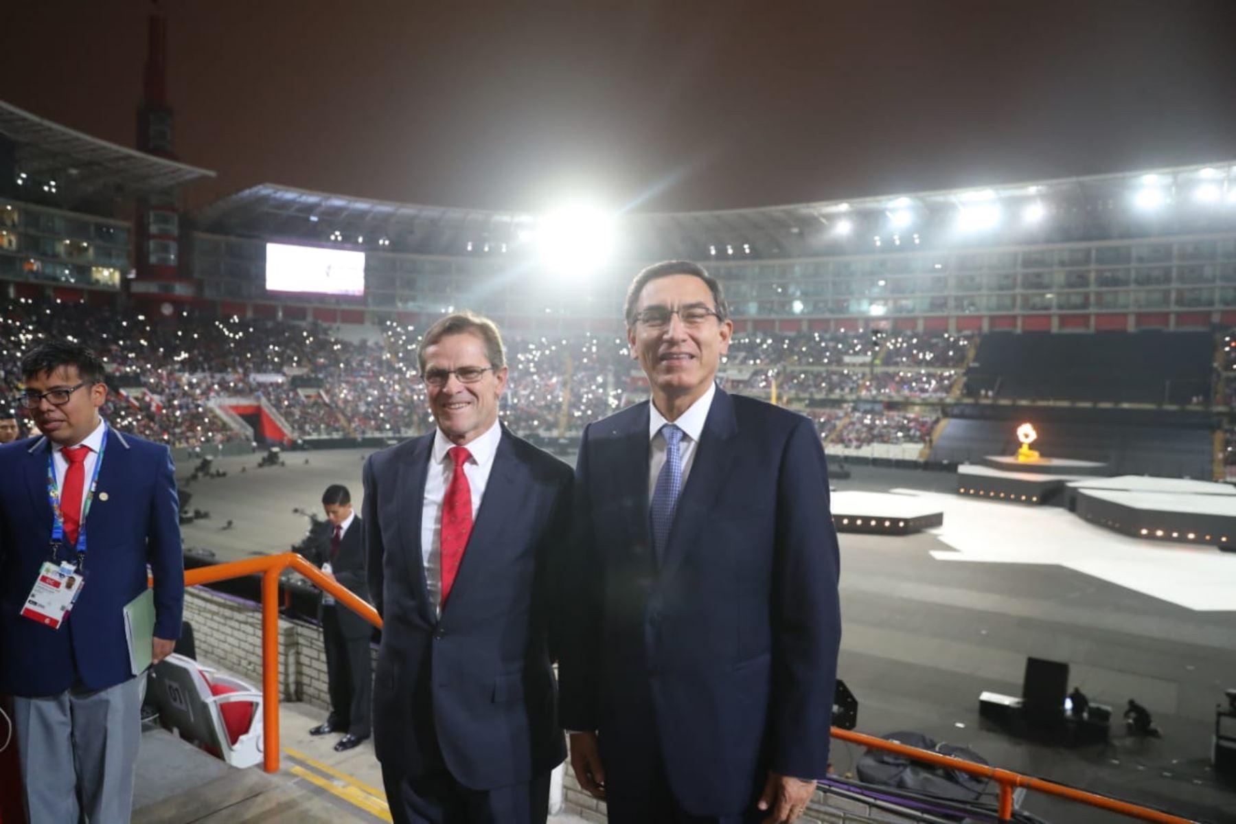 Jefe de Estado,Martín Vizcarra, junto al presidente del Comité Organizador de los Juegos Panamericanos Lima 2019, Carlos Neuhaus.Foto: ANDINA/Prensa Presidencia