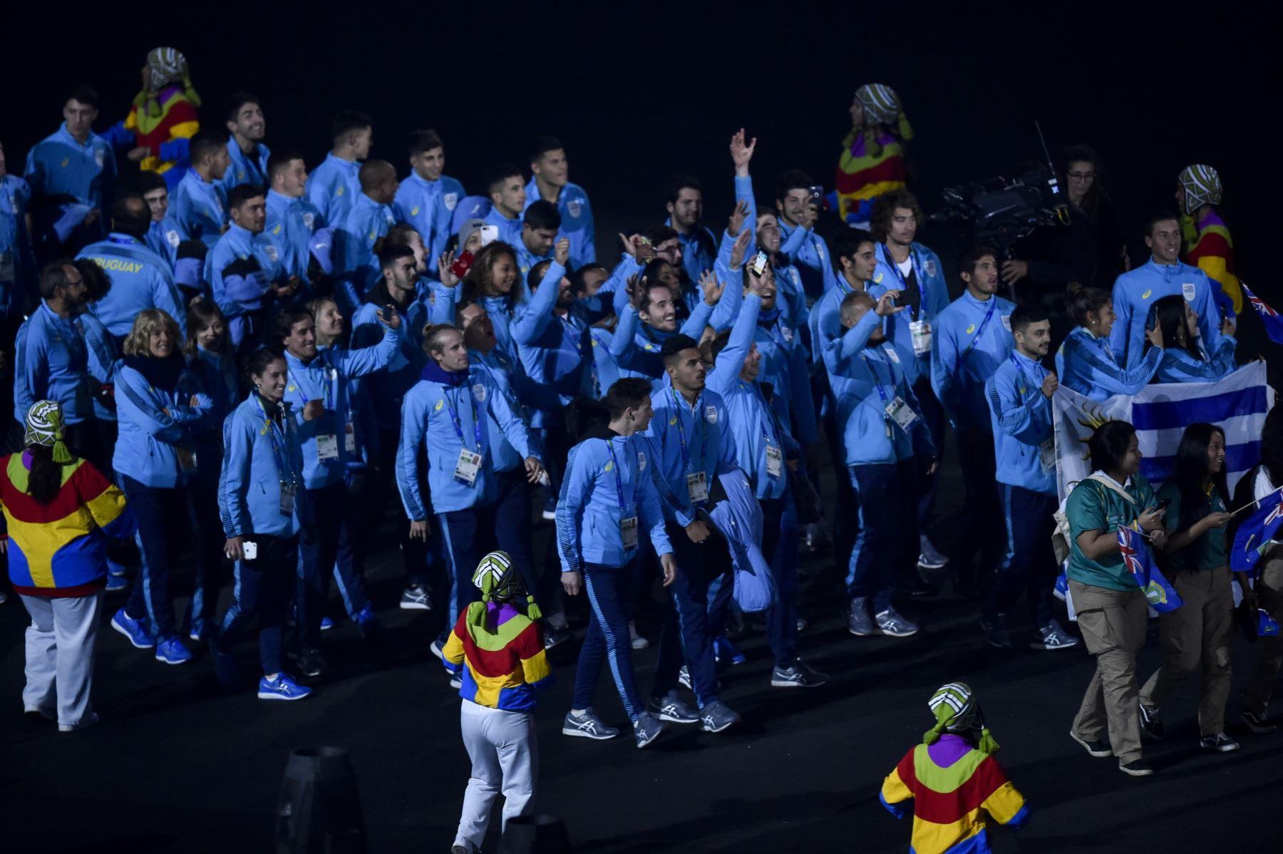 La delegación de Uruguay participa en el Desfile de las Naciones durante la ceremonia de clausura de los Juegos Panamericanos de Lima 2019 en Lima el 11 de agosto de 2019.AFP