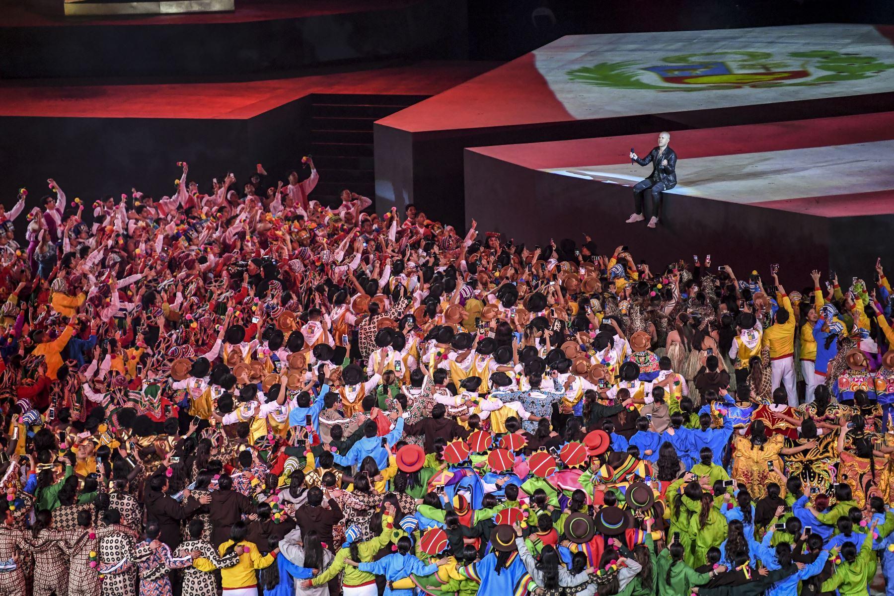El cantautor peruano Gian Marco Zignago se presenta durante la ceremonia de clausura de los Juegos Panamericanos de Lima 2019 en Lima el 11 de agosto de 2019. AFP
