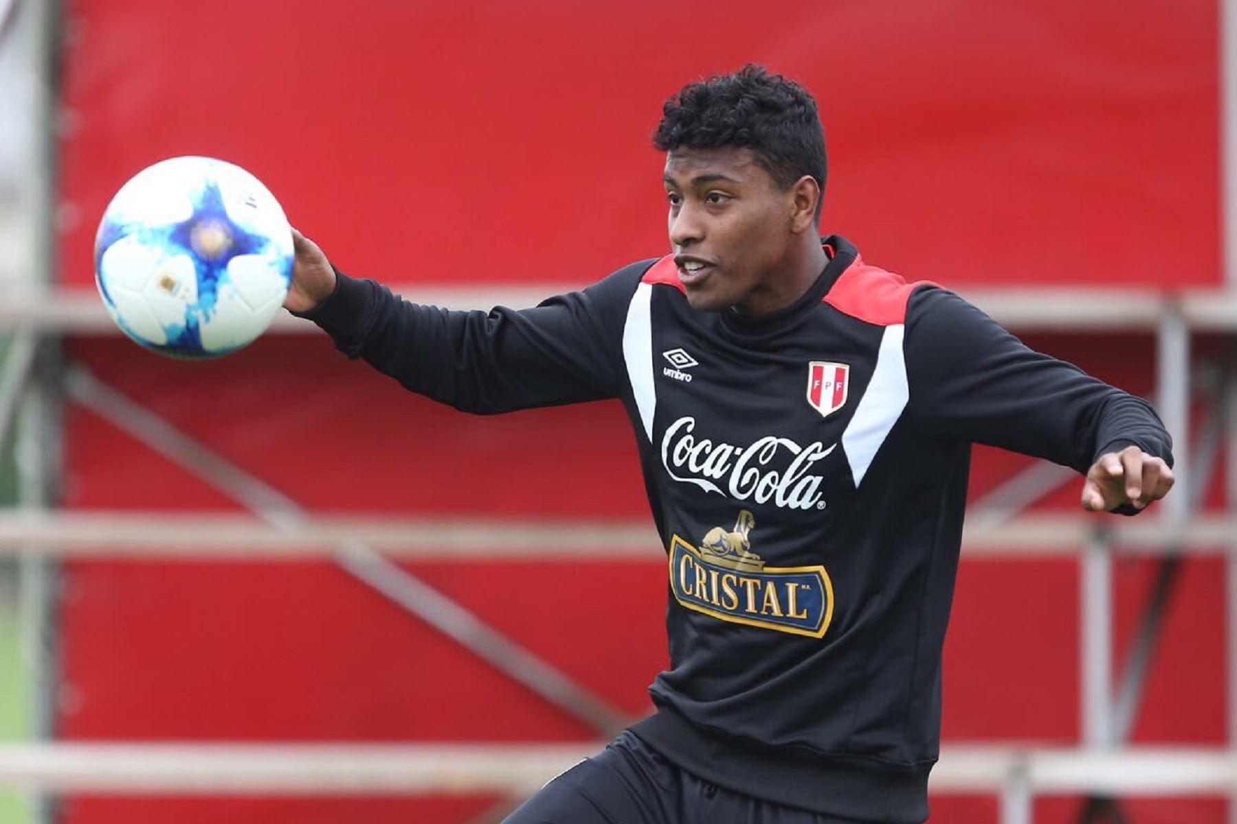 Miguel Araujo, jugador del Emmen FC Foto: Twitter/@SeleccionPeru