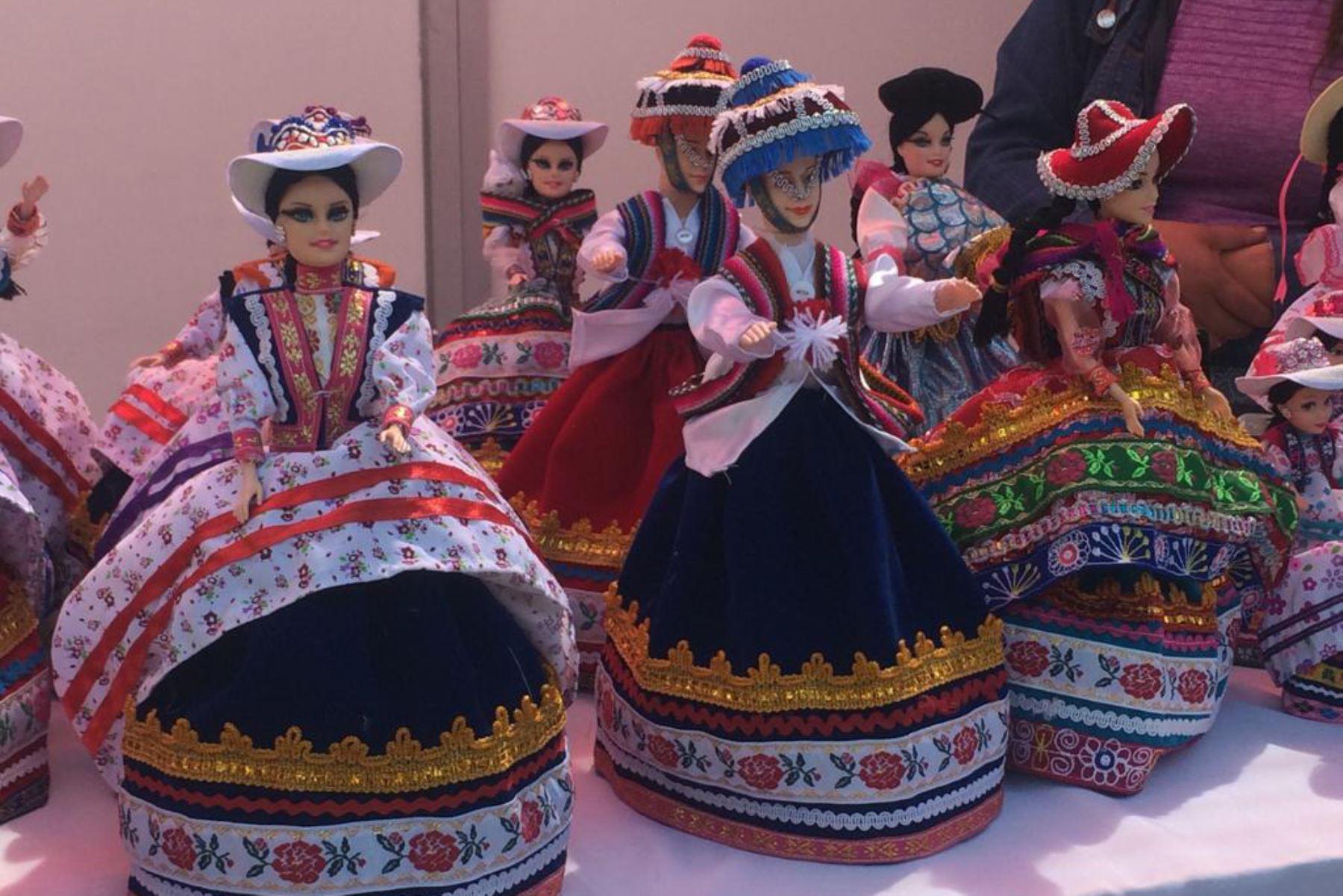 Artesanos de la región Arequipa lucen su variada producción en la Feria Artesanal Fundo El Fierro, organizada con motivo del aniversario de la Ciudad Blanca. Foto: ANDINA/Rocío Méndez