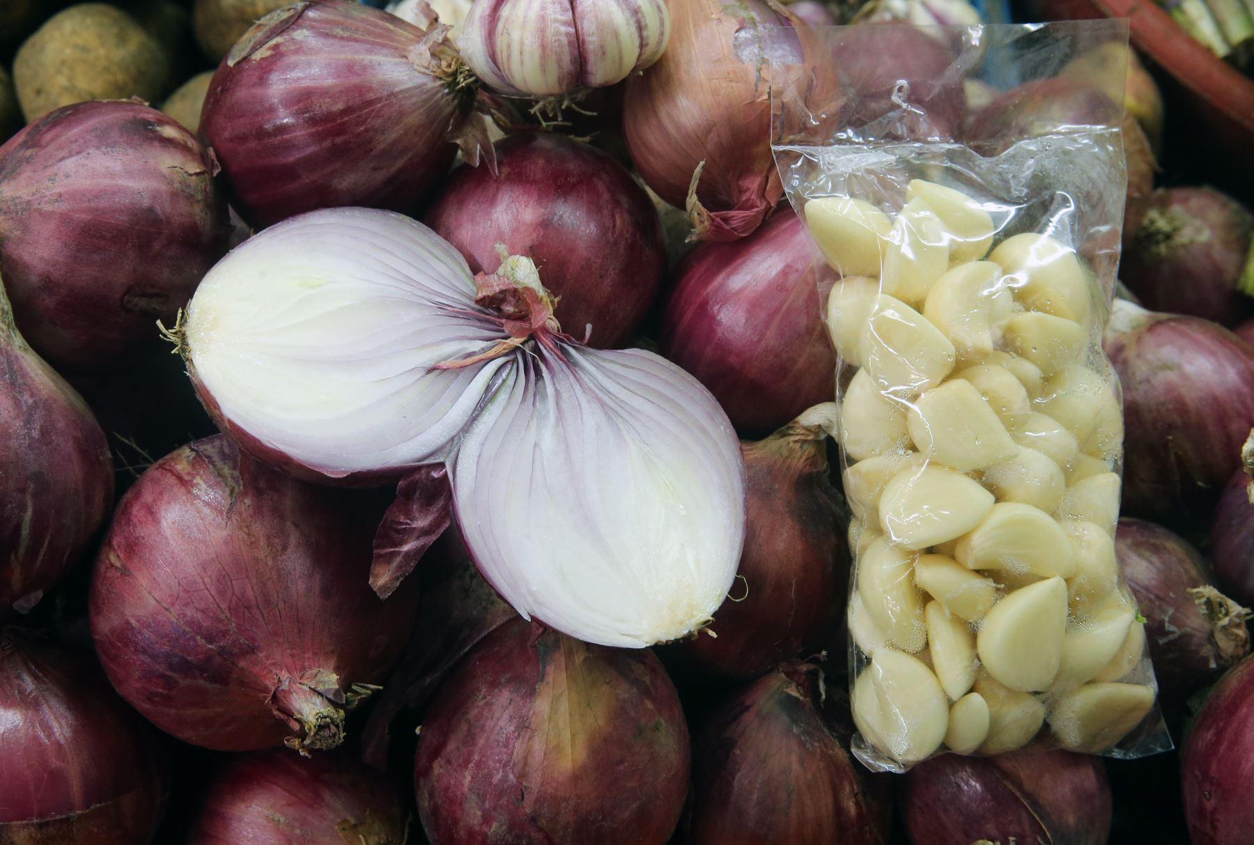 Cebolla es un tesoro medicinal y más aún con el ajo. Foto: ANDINA/Norman Córdova