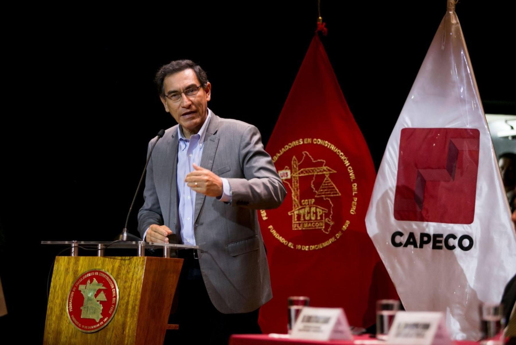 Presidente Martín Vizcarra asiste a firma de convenio colectivo entre Capeco y Trabajadores en construcción civil.