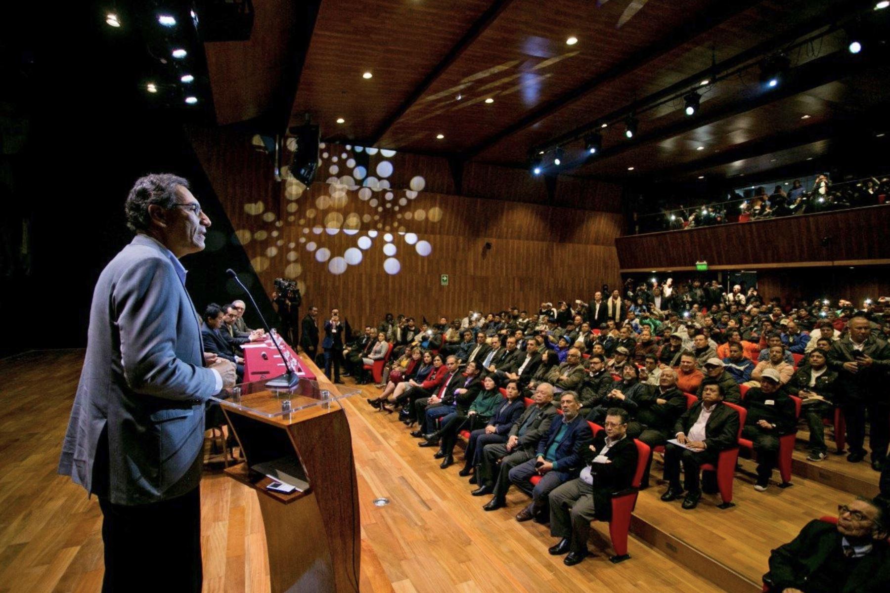 Jefe de Estado participa en suscripción del convenio colectivo entre CAPECO y la Federación de Trabajadores de Construcción Civil del Perú. Foto: ANDINA/ Prensa Presidencia